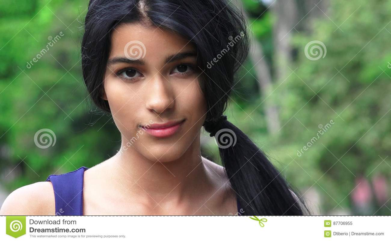 Longs cheveux de fille de l adolescence