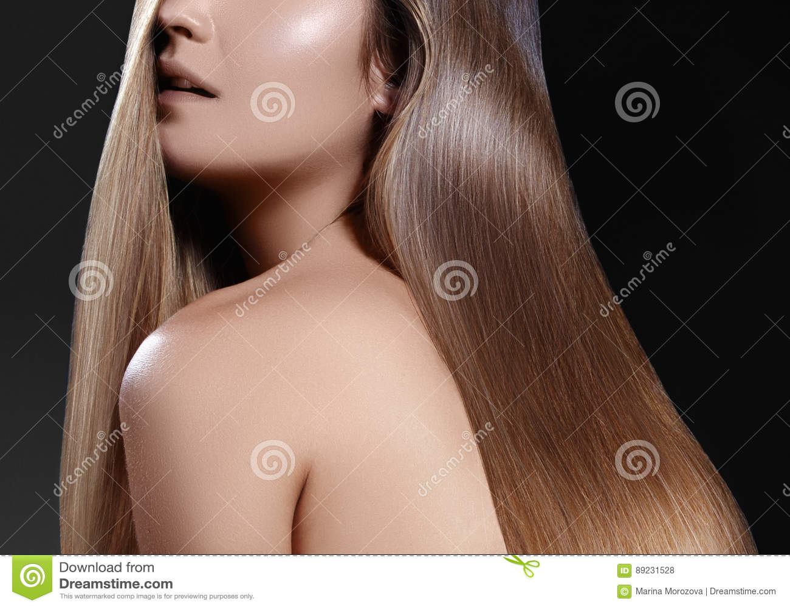 Longs cheveux de mode Belle fille de brune Coiffure brillante droite saine Coiffure douce Traitement à kératine, station thermale