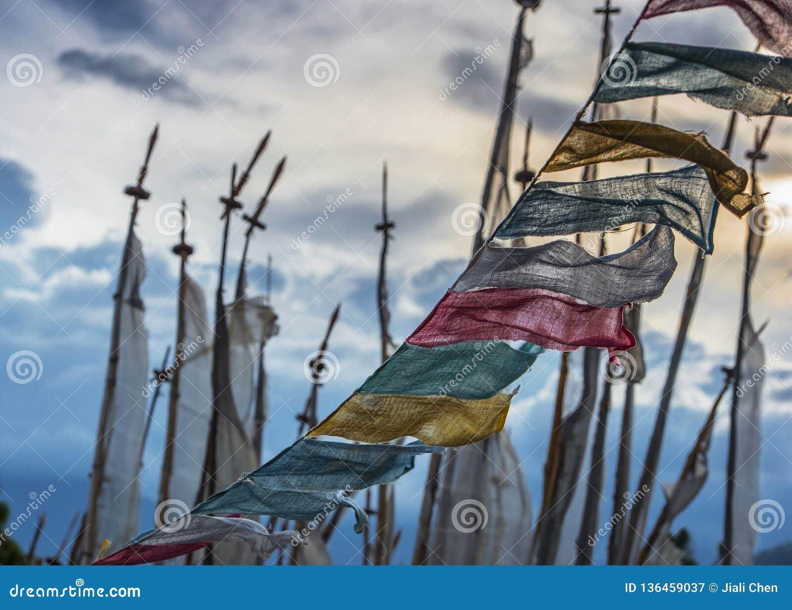 Longta budista butanês, cavalo do vento, bandeiras da oração, Butão
