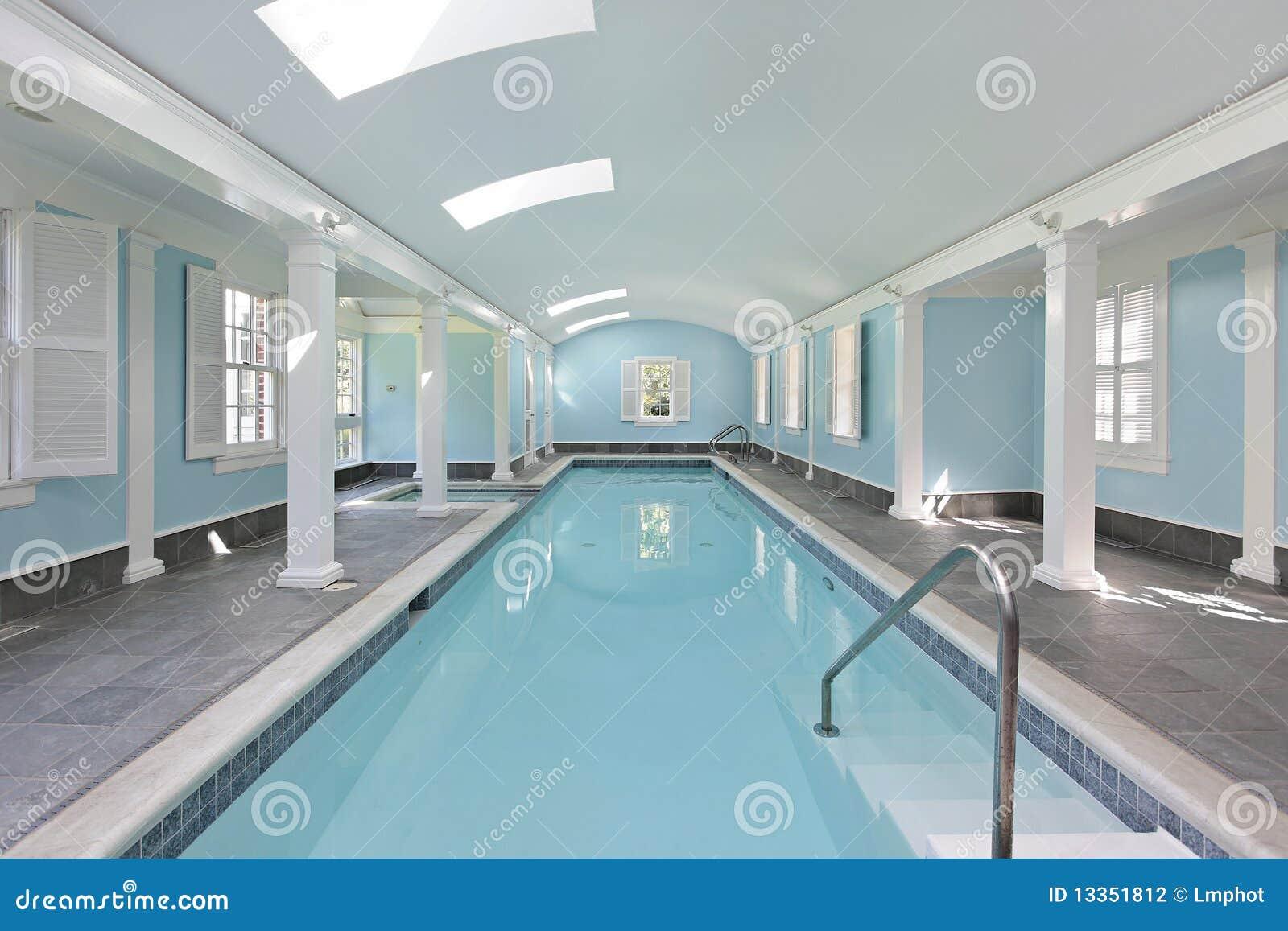 longue piscine d int rieur. Black Bedroom Furniture Sets. Home Design Ideas