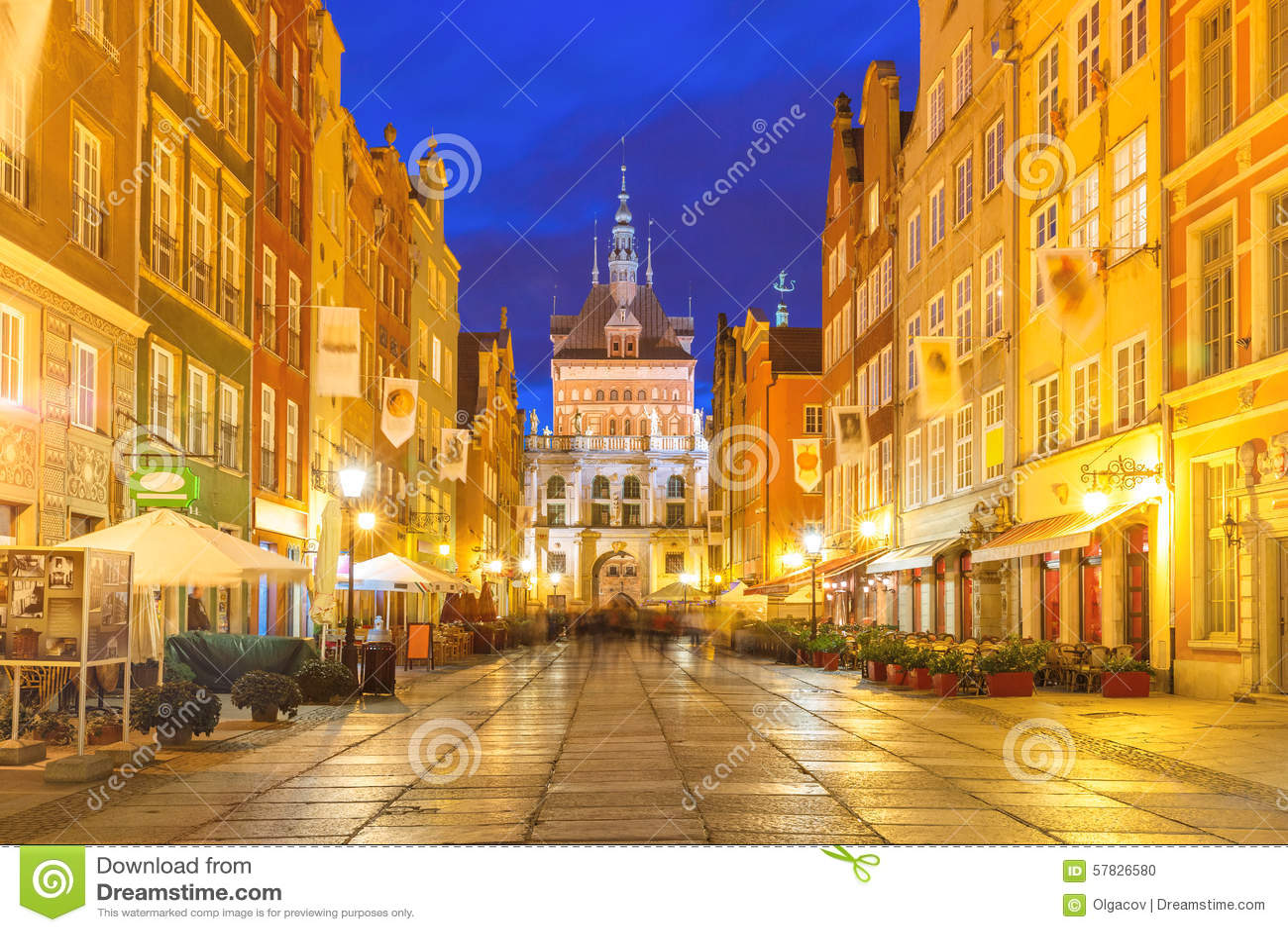 Longue ruelle et Golden Gate, vieille ville de Danzig, Pologne