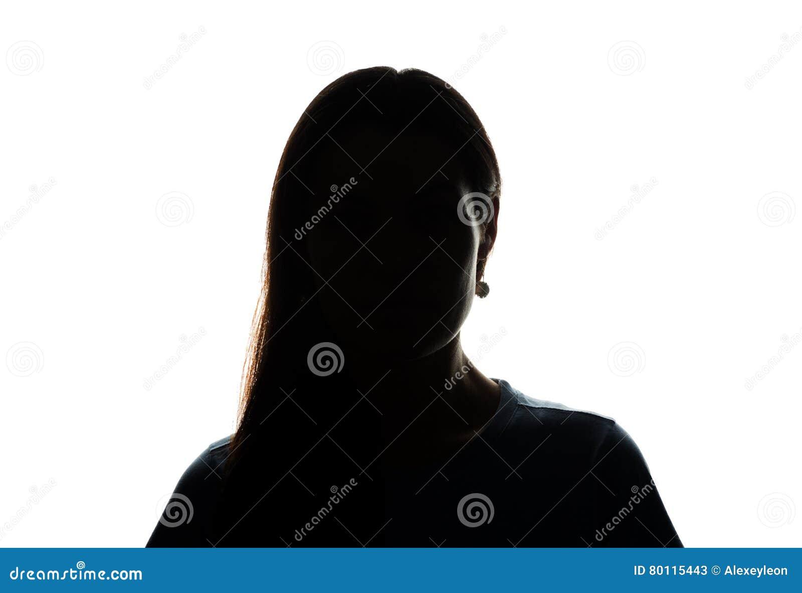 Look ahead de la mujer joven con el pelo que fluye - silueta horizontal