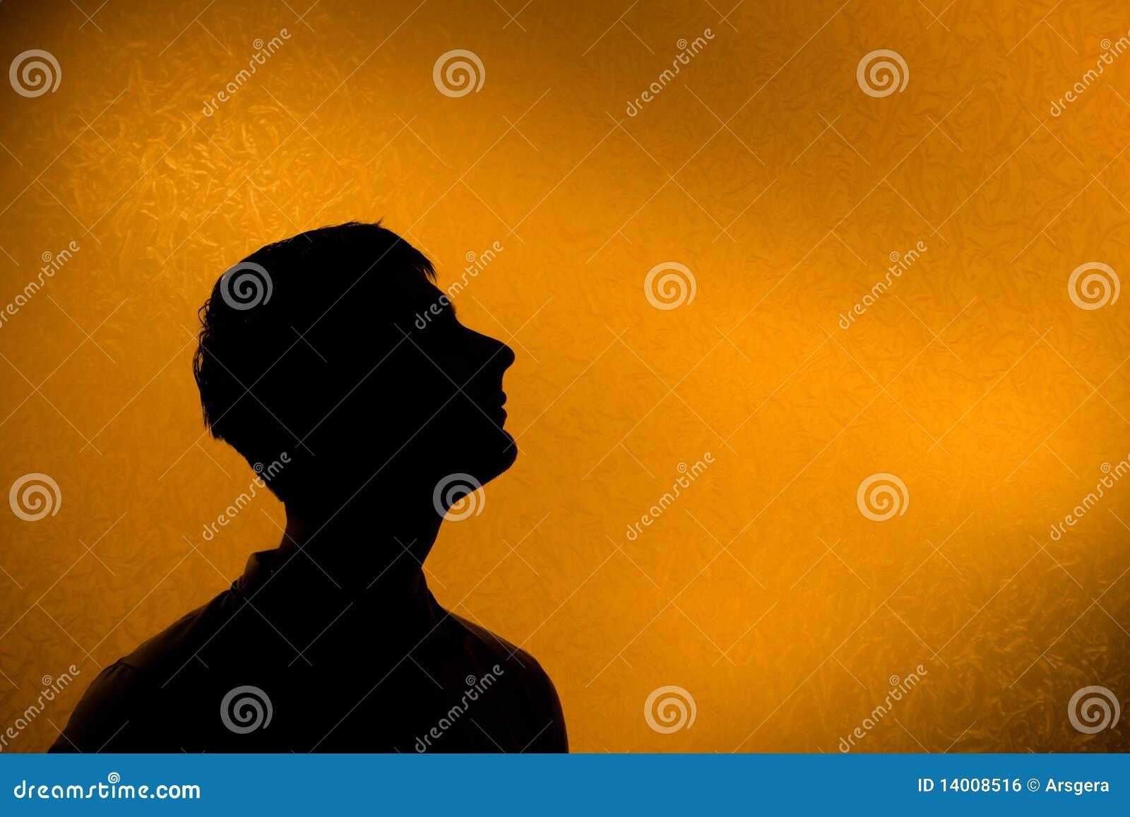Look ahead - silueta encendida posterior del hombre