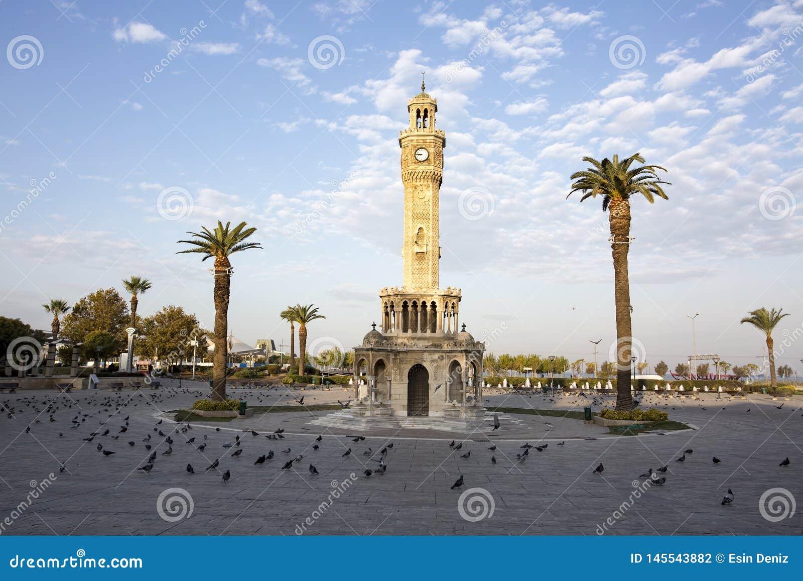 Loppbegreppsfoto; Turkiet/Izmir/Konak/historiskt gammalt klockatorn/Konak fyrkant