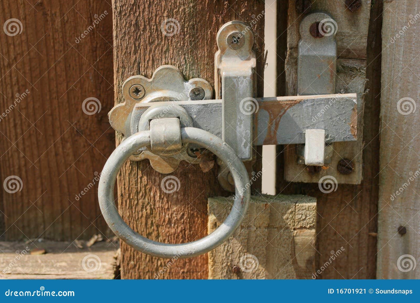 loquet rustique de porte de jardin image stock image 16701921. Black Bedroom Furniture Sets. Home Design Ideas
