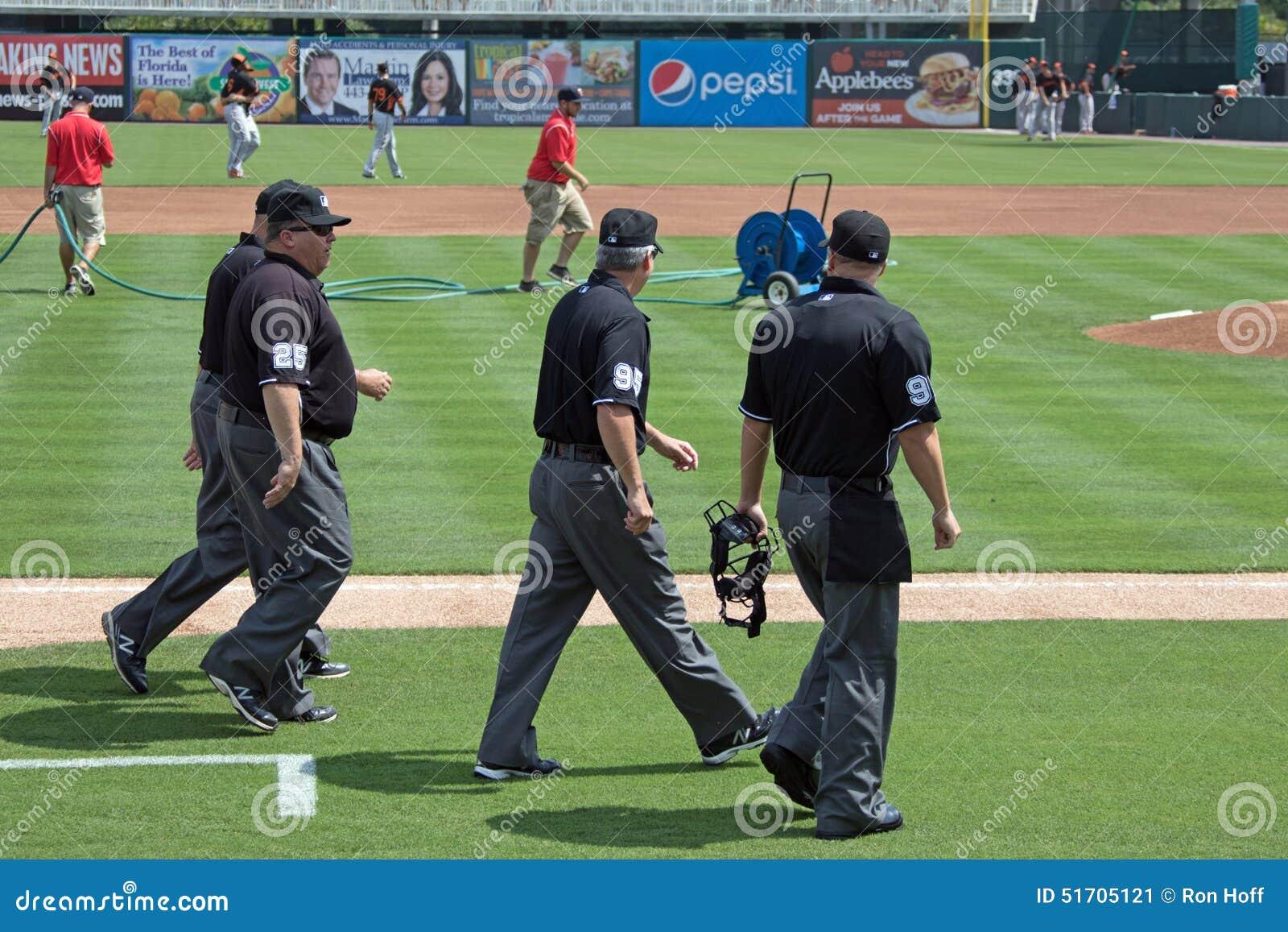 Los árbitros están en The Field