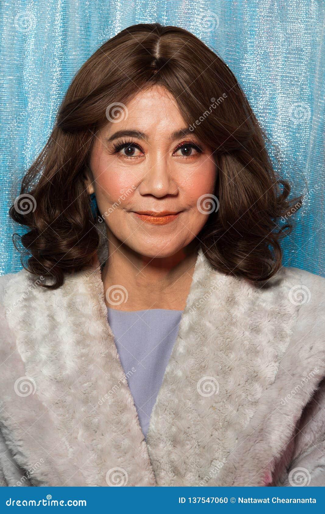 Los años de 50s 60s forman el retrato asiático de la mujer