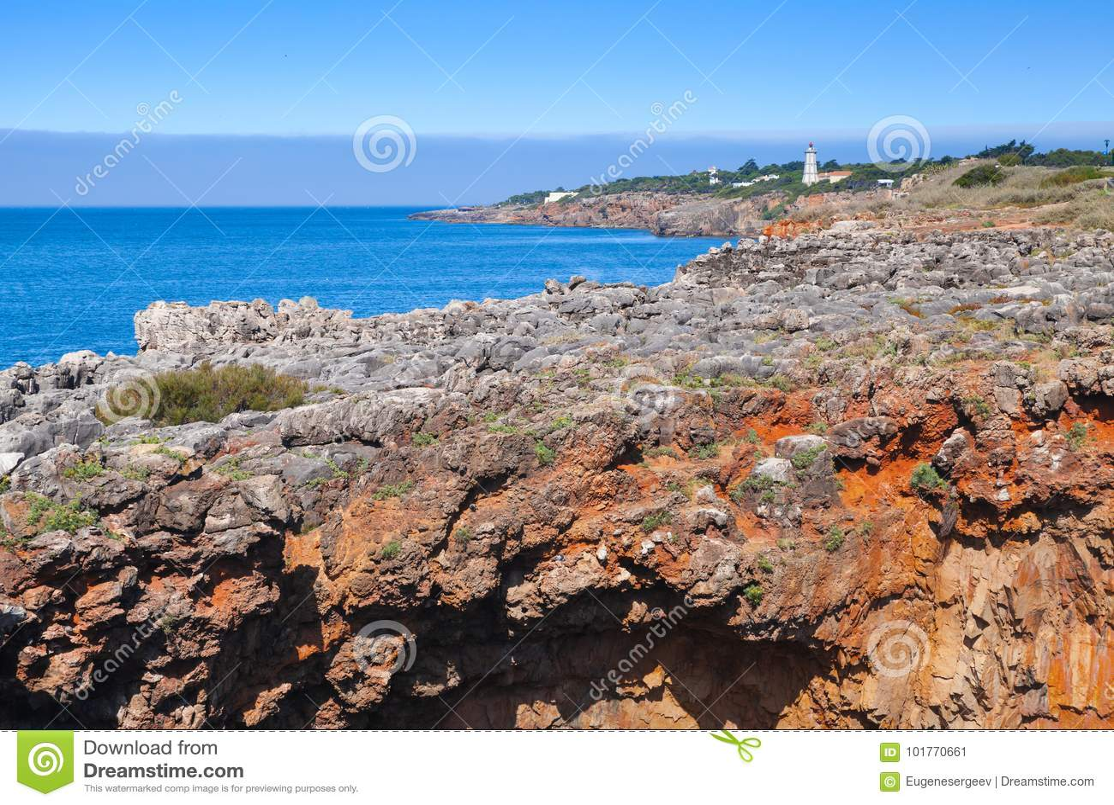 Los acantilados rocosos rojos, Boca hacen el abismo del infierno