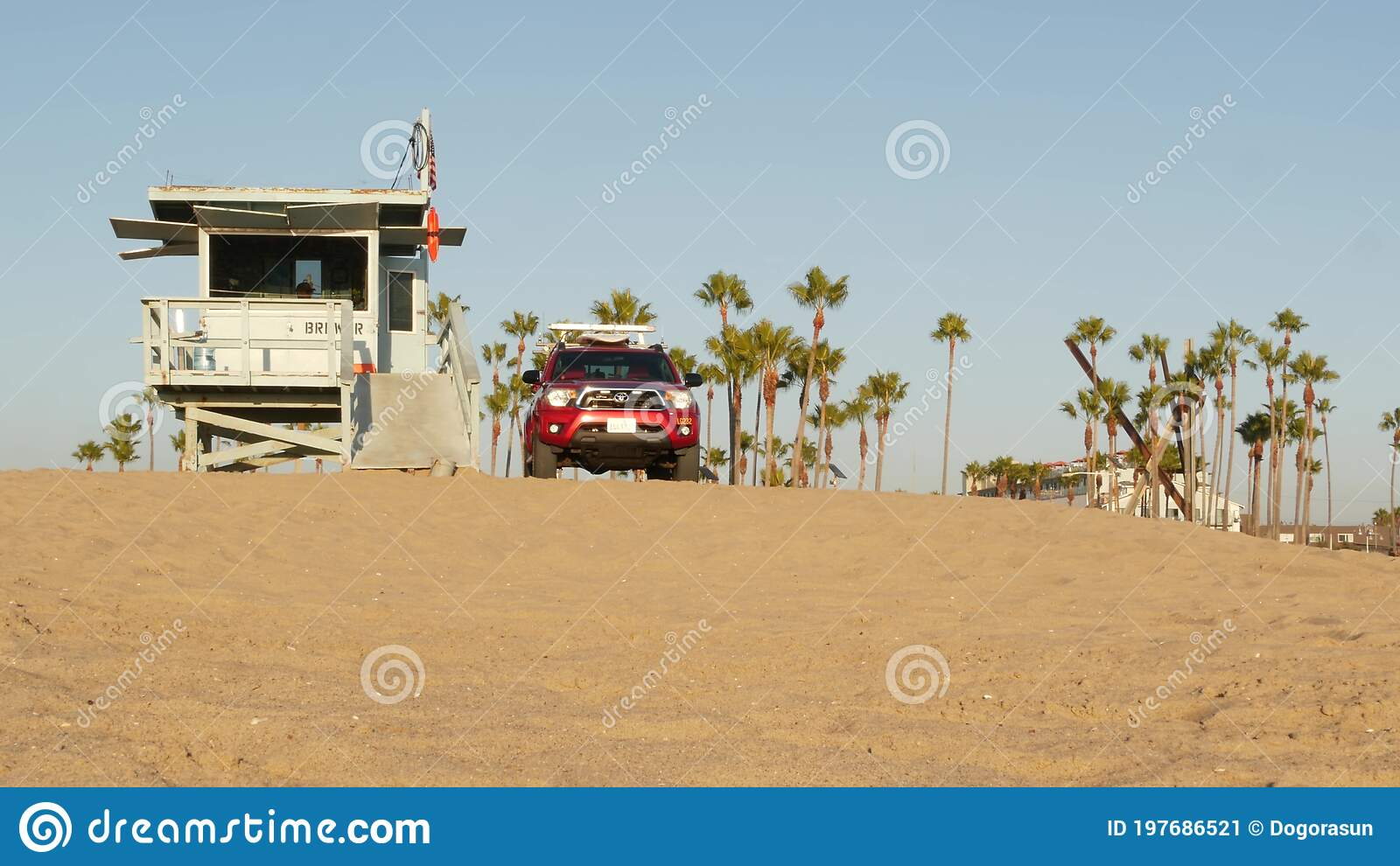 Los Angeles Ca Usa 16 Nov 2019 California Summertime Venice Beach Aesthetic Iconic Retro Wooden Lifeguard Watchtower Baywatch Editorial Photo Image Of Board Illustrative 197686521