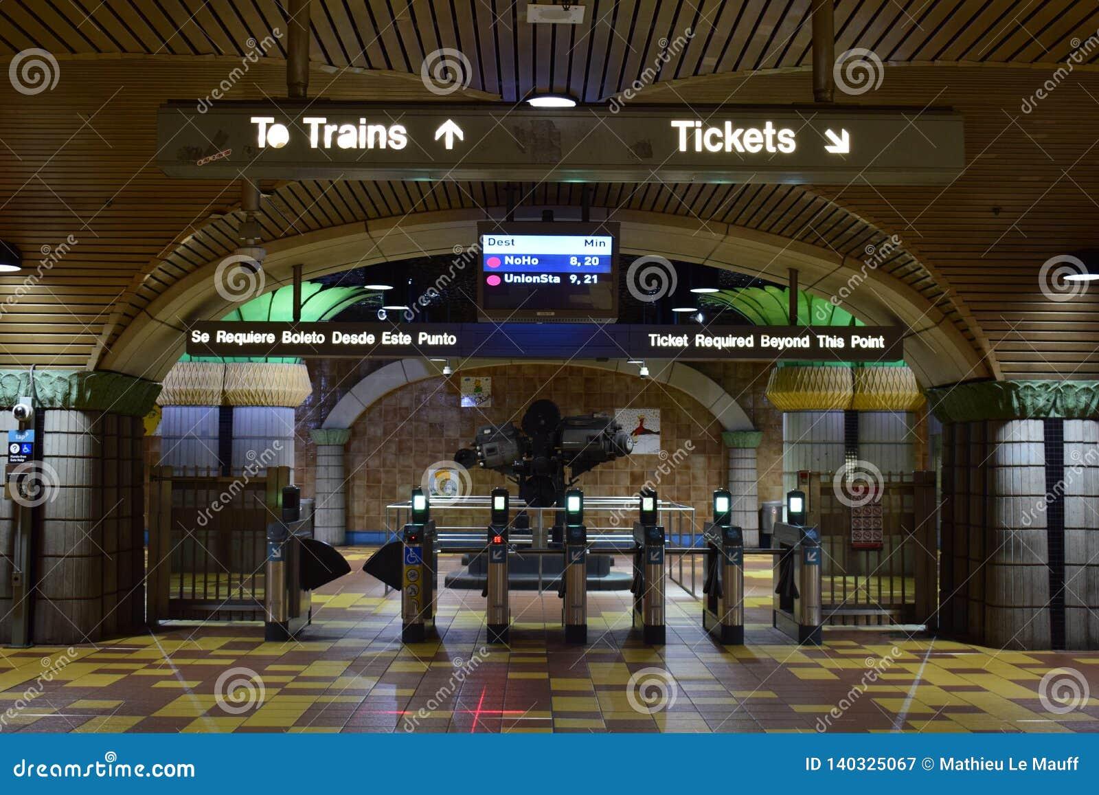 Los Angeles, Califórnia, EUA - 4 de janeiro de 2019: Estação de metro Hollywood/videira