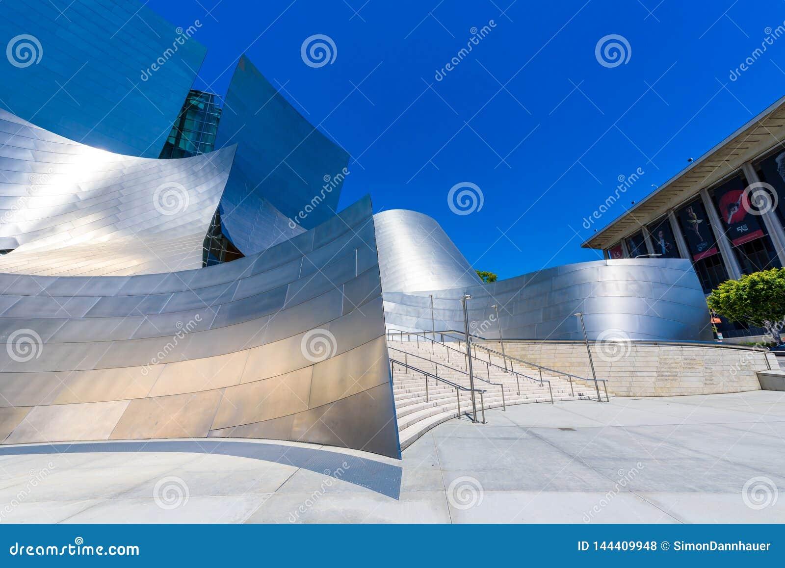 LOS ANGELES, California, U.S.A. - 13 giugno 2017: Walt Disney Concert Hall a Los Angeles del centro progettato da Frank Gehry, ca