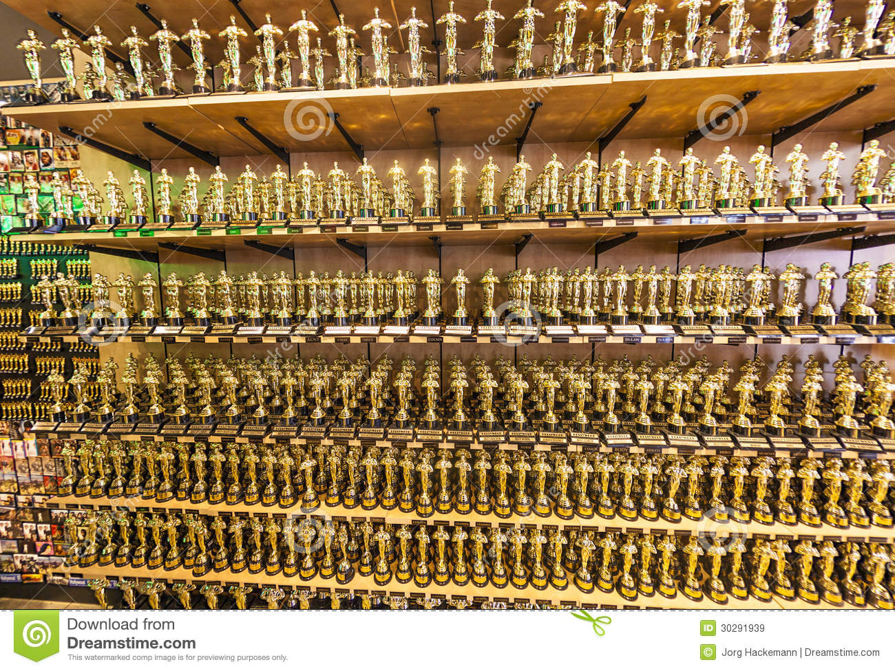Oscar statues offered in shops