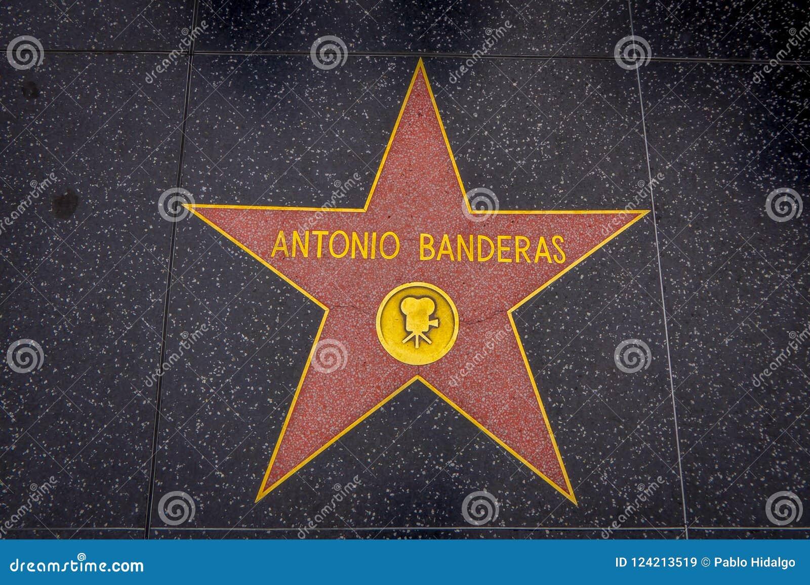 Los Angeles, Kalifornia, usa, CZERWIEC, 15, 2018: Plenerowy widok Antonio Banderas ` gwiazda na Hollywood spacerze sława, wewnątr