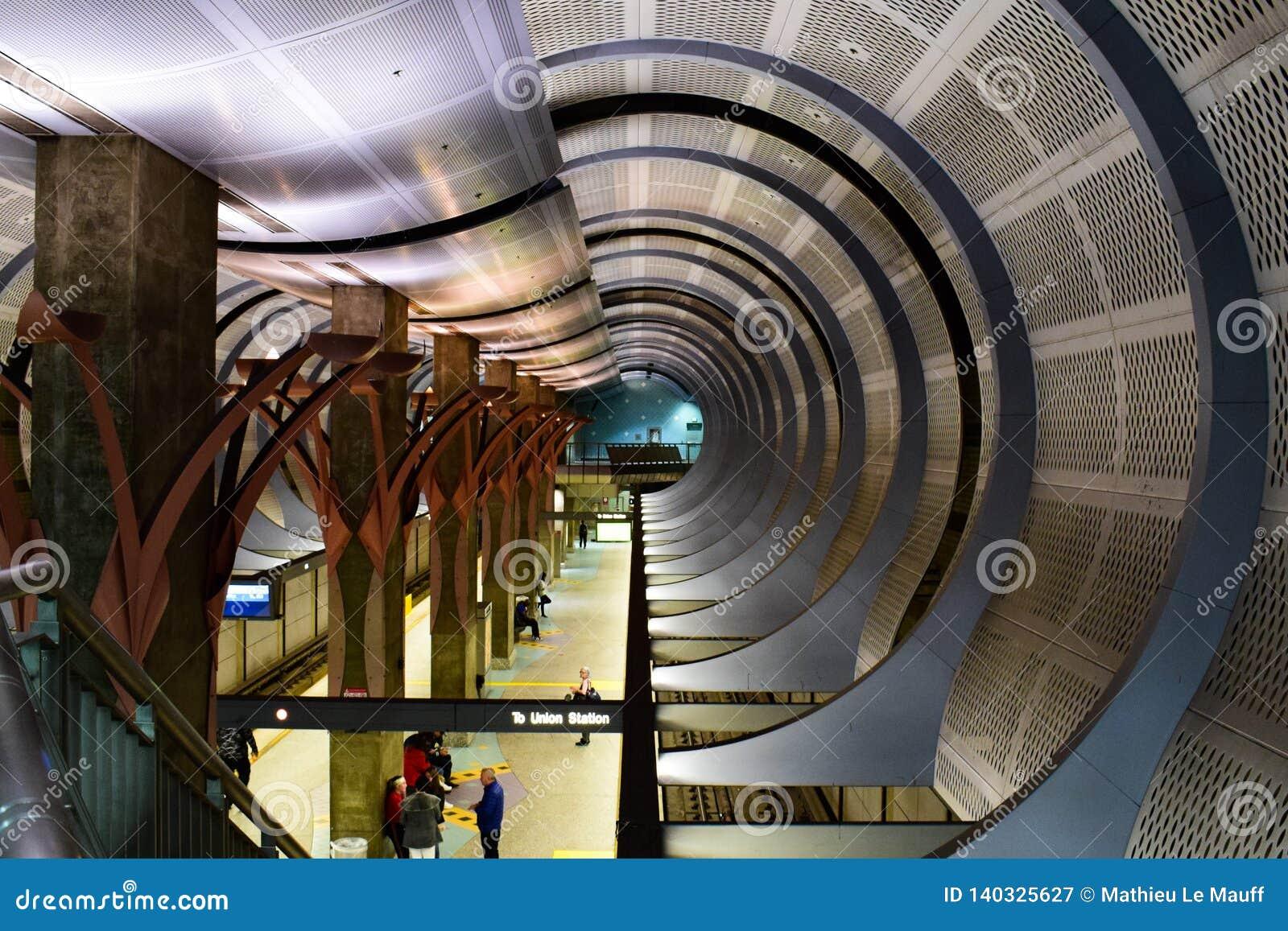 Los Angeles, Kalifornia, usa - Styczeń 4, 2019: Stacja Metra Hollywood, średniogórze/