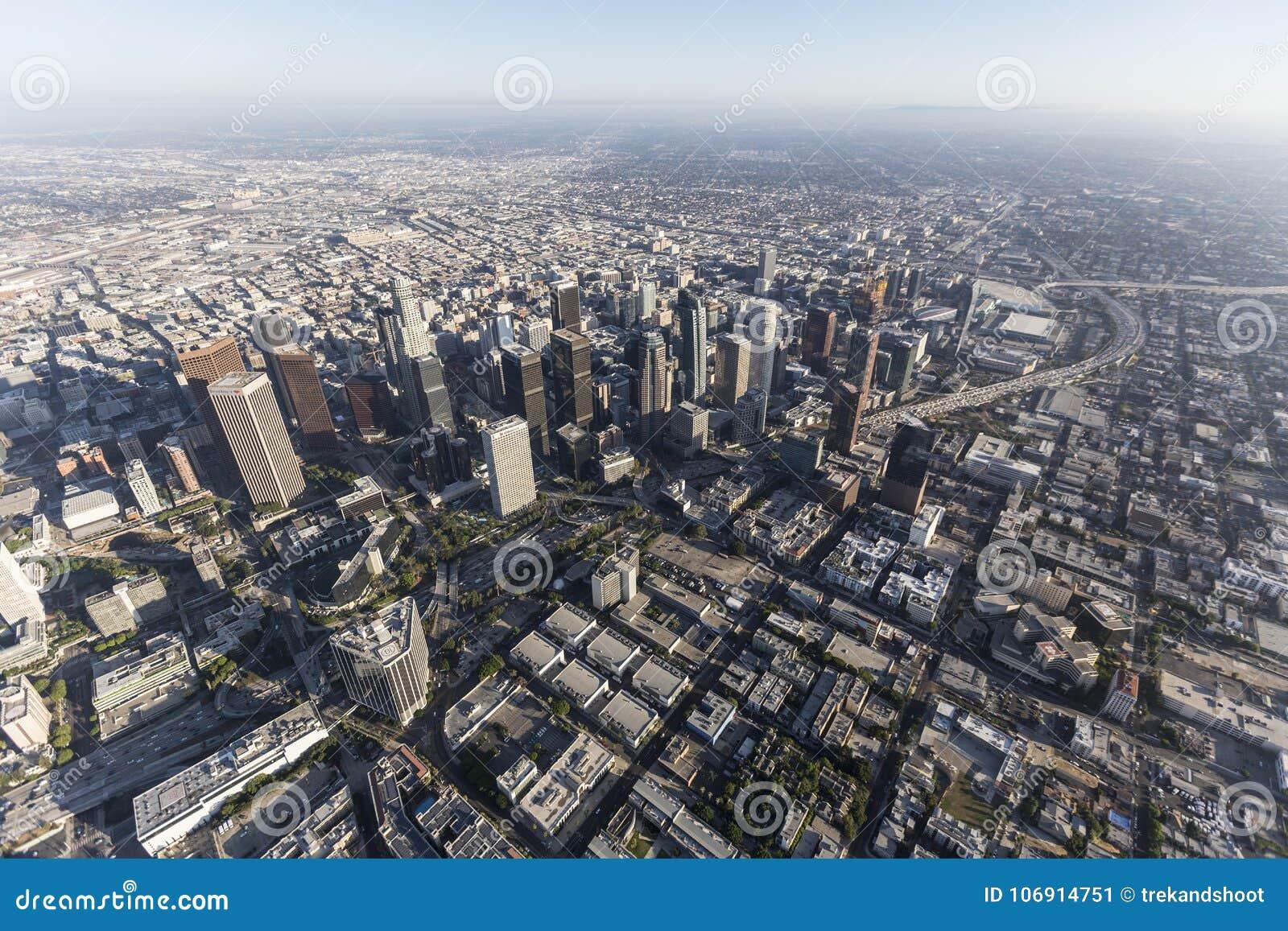 Los Angeles linii horyzontu W centrum widok z lotu ptaka
