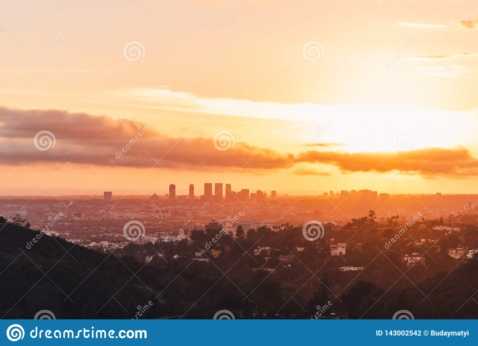Los angeles skyline słońca