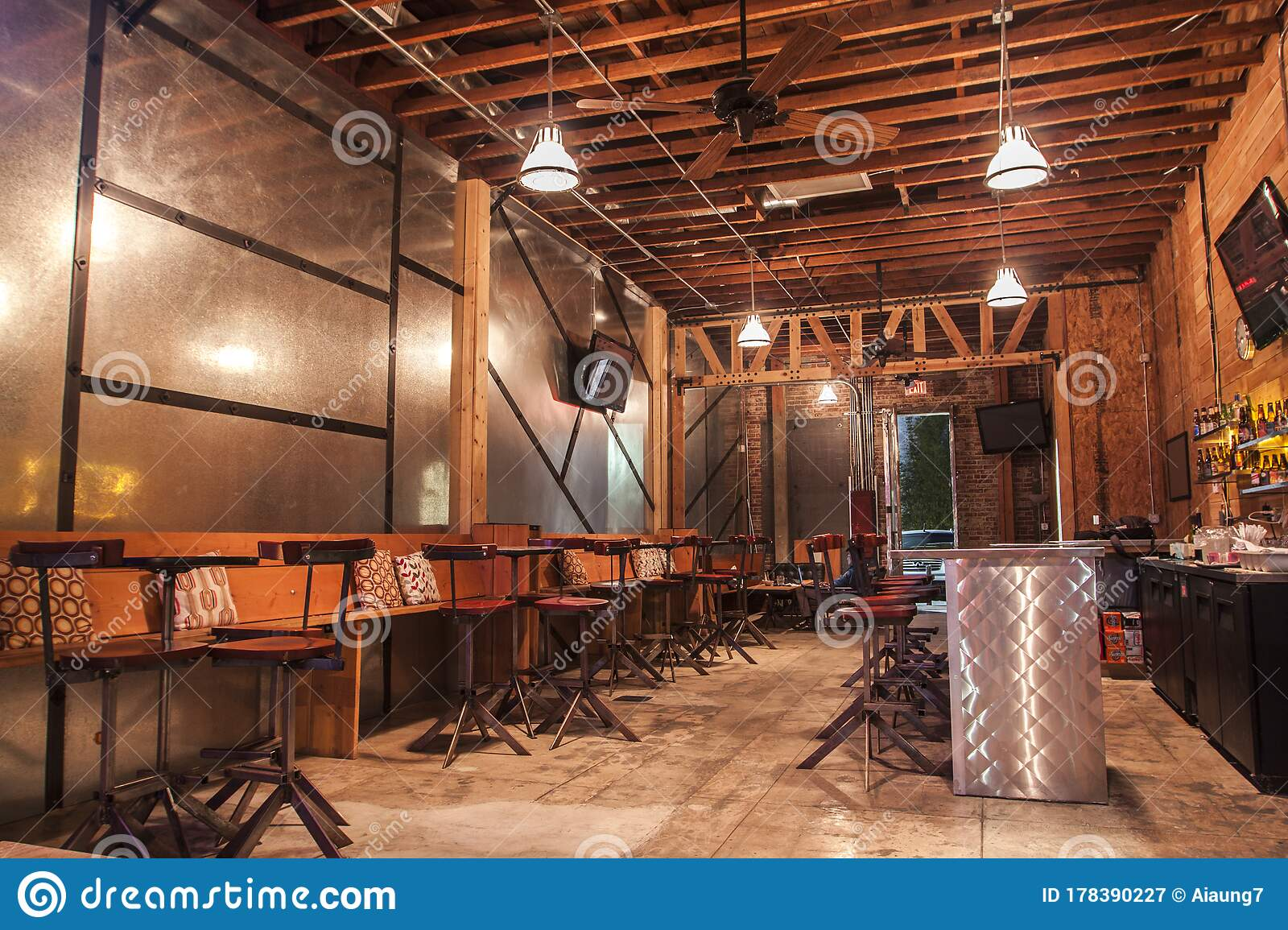 1 744 Industrial Restaurant Bar Photos Free Royalty Free Stock Photos From Dreamstime