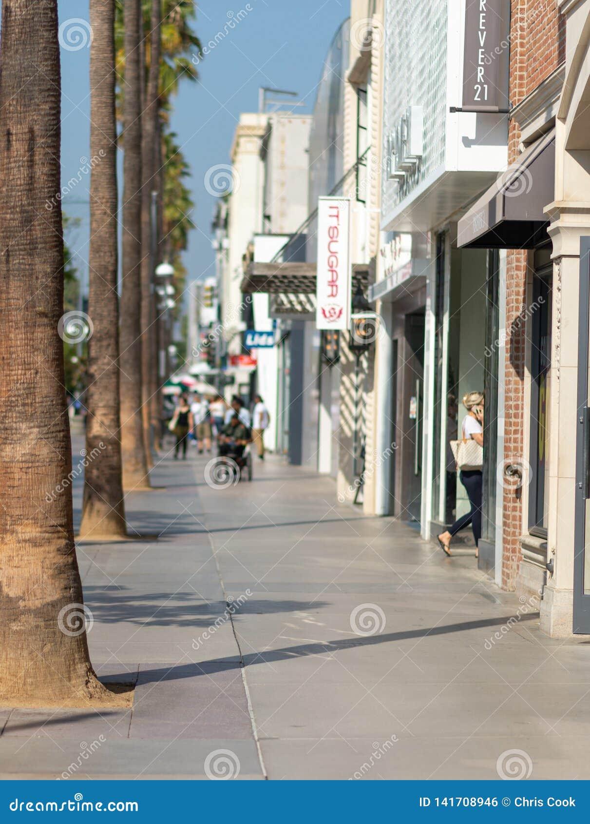 LOS ANGELES, usa - PAŹDZIERNIK 30TH, 2018: Highstreet w Los Angeles w lecie
