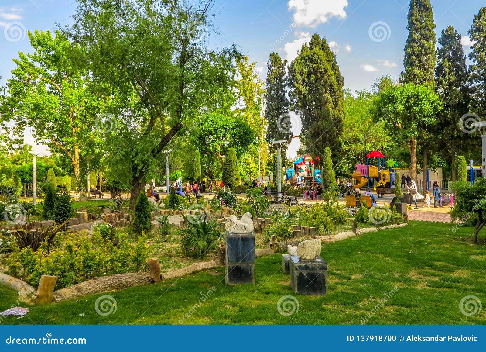 Los artistas iraníes de Teherán parquean 01