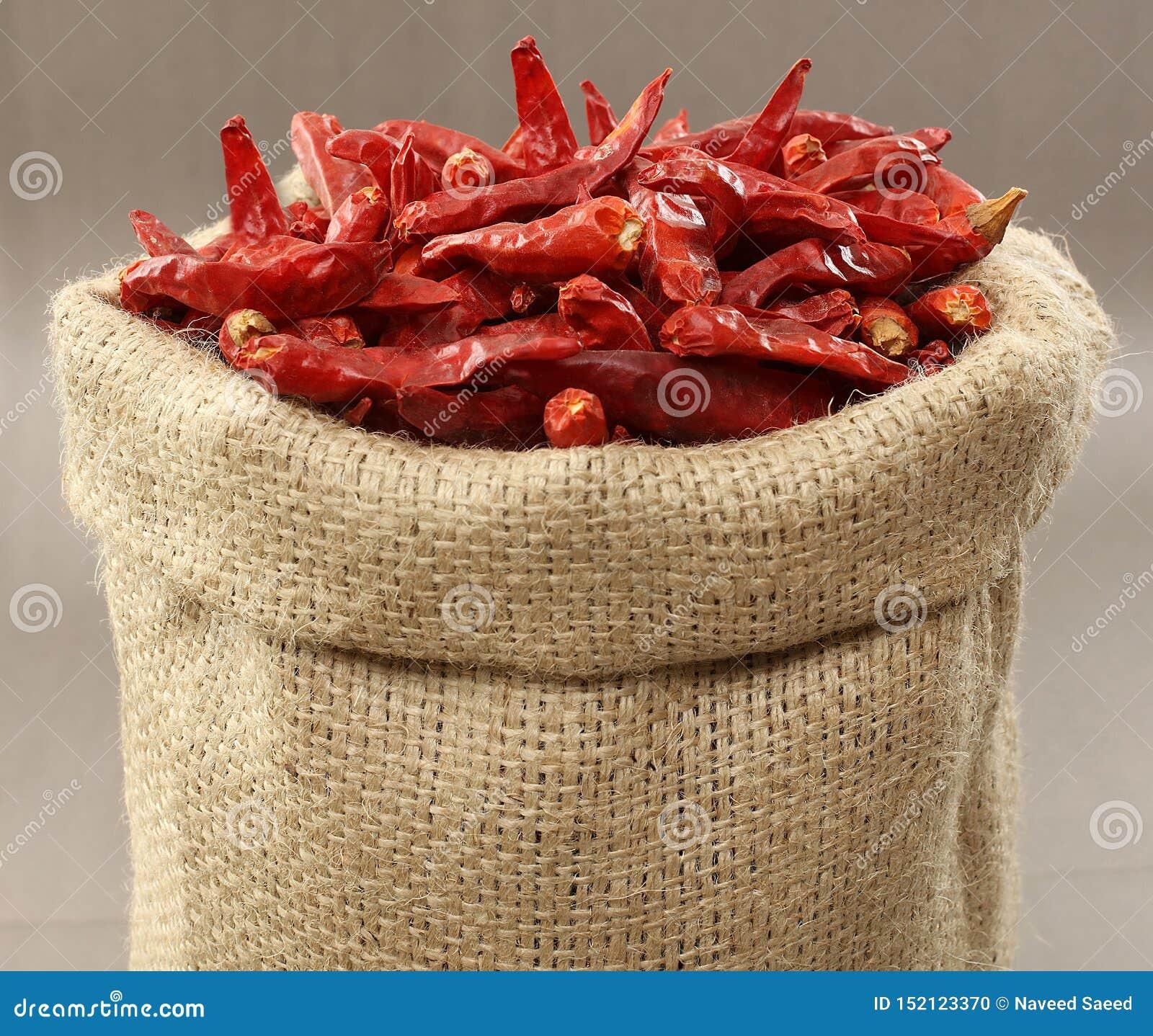 Los chiles secos rojos empaquetan