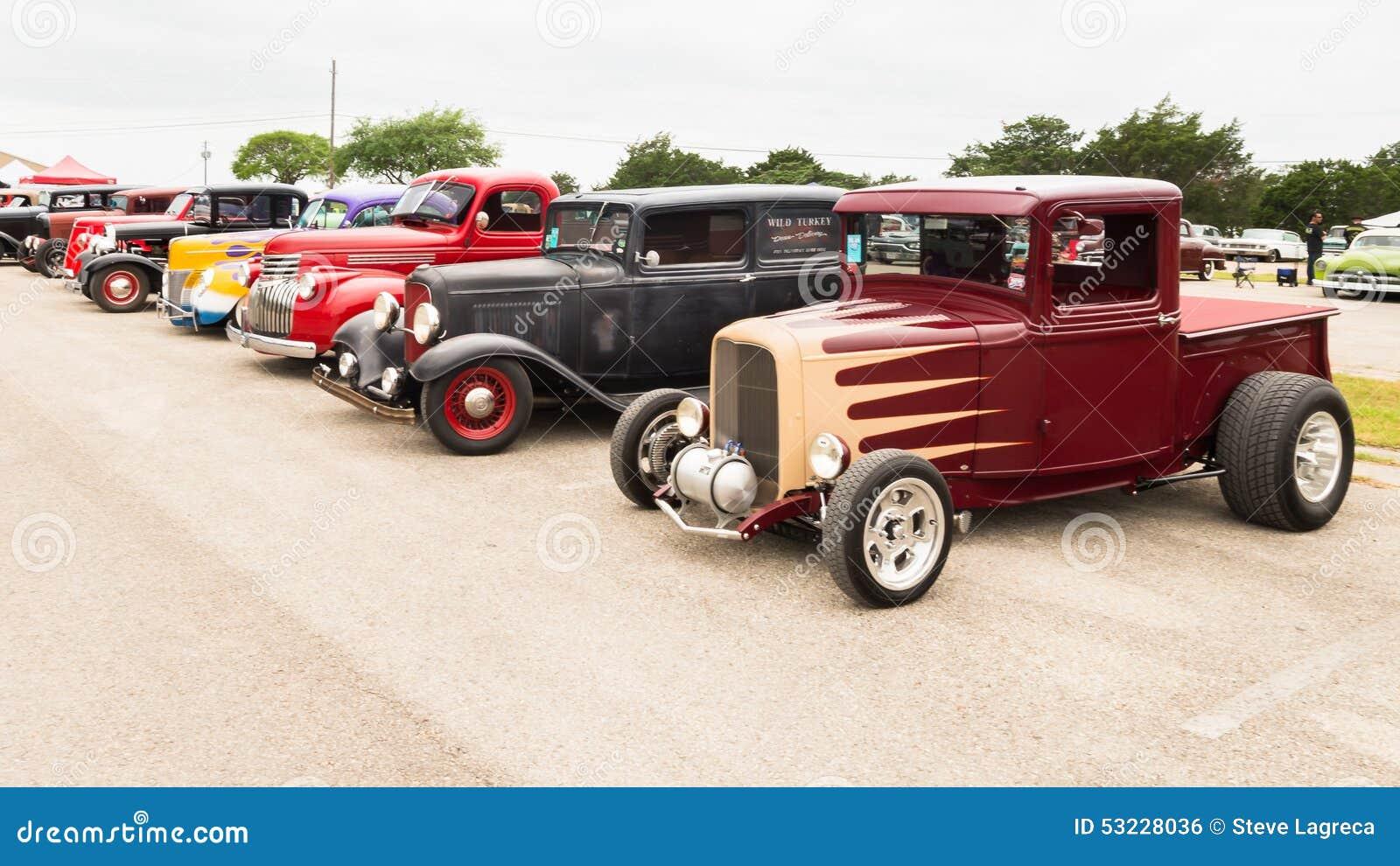 Los coches en el Lonestar reúnen