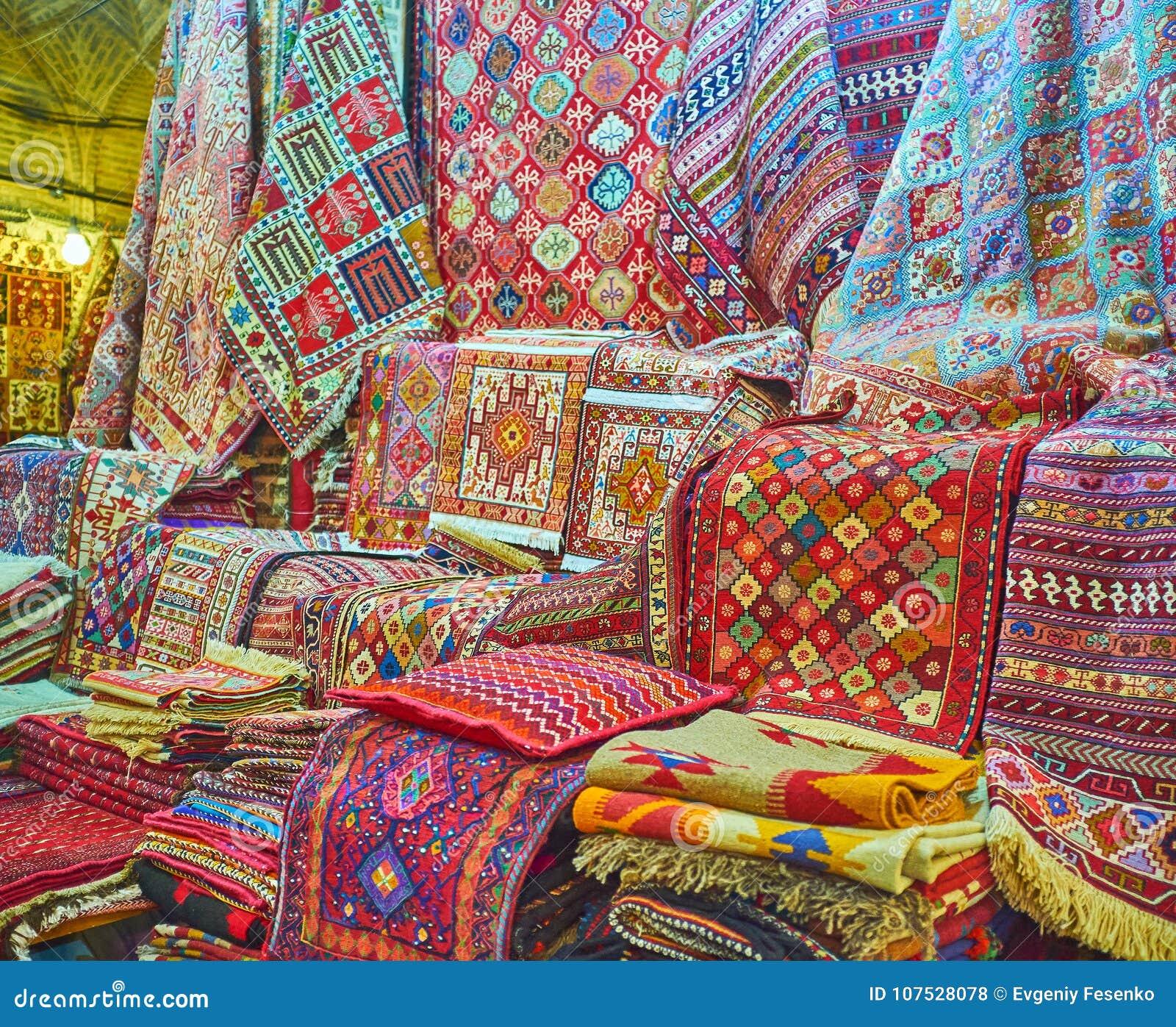 Los Colores De Las Alfombras Persas Shiraz Iran Foto De Archivo - Alfombras-colores