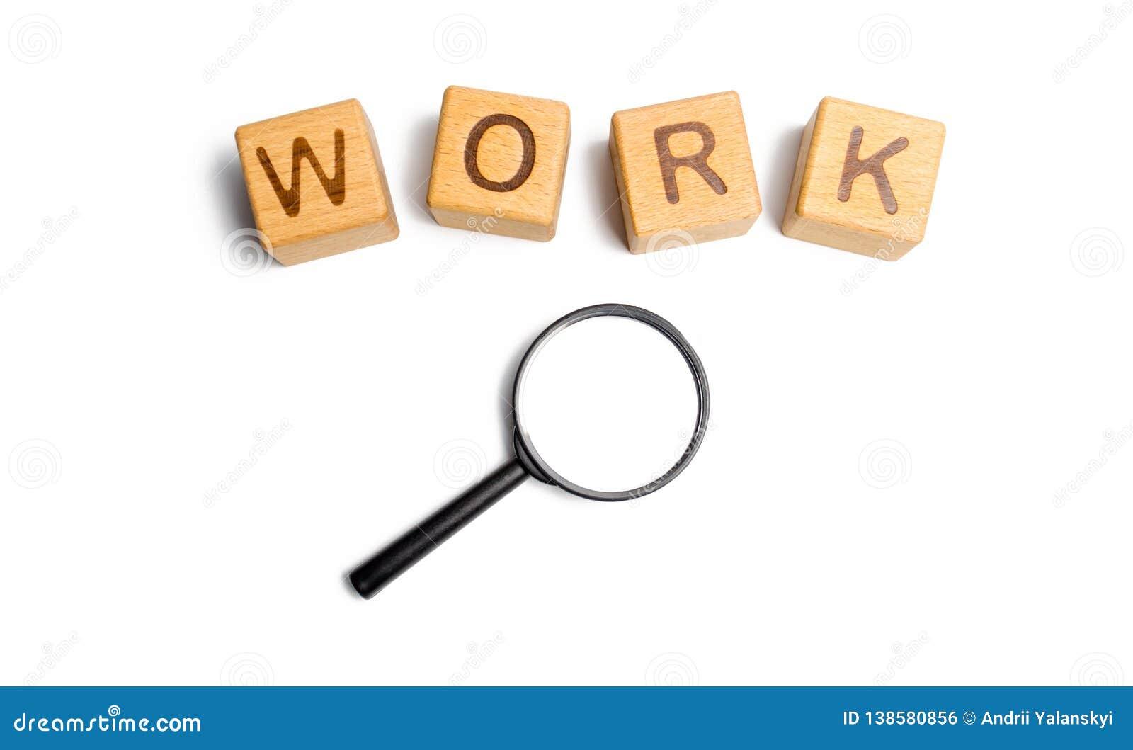 Los cubos etiquetaron el trabajo con la lupa Concepto de búsqueda o de trabajadores de trabajo especialistas de alquiler y trabaj
