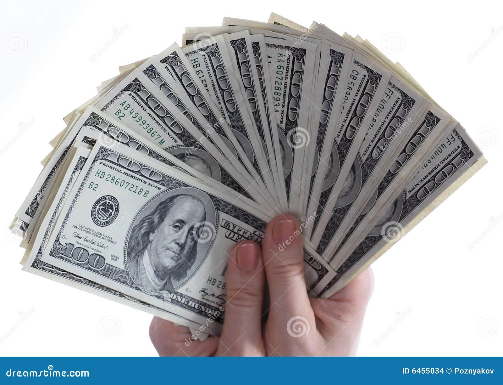 Los dólares están en manos.