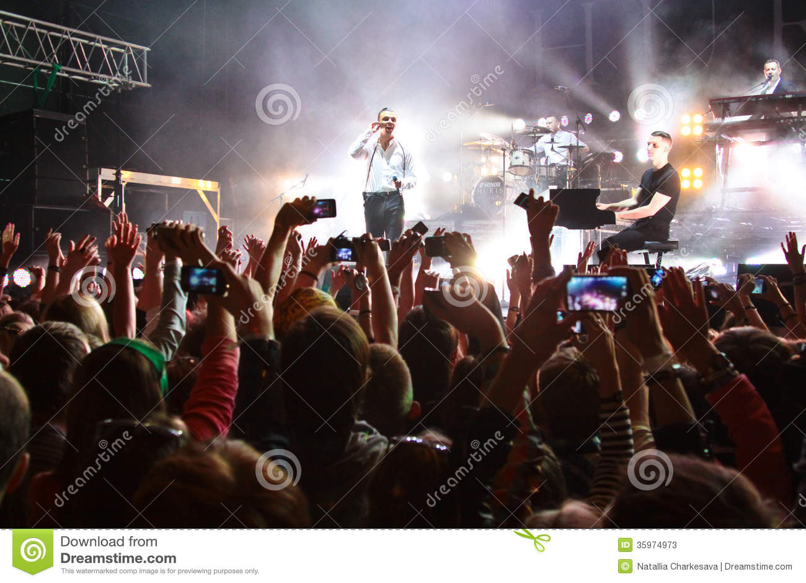 Los DAÑOS del grupo se realizan el LA MAYORÍA festival 2013 del 2 de julio de 2013 en Minsk, Bielorrusia