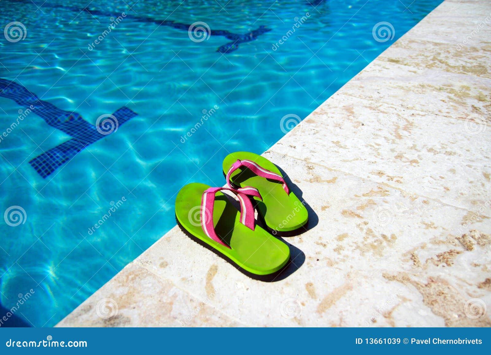 Los deslizadores acercan a la piscina - Business plan piscina ...