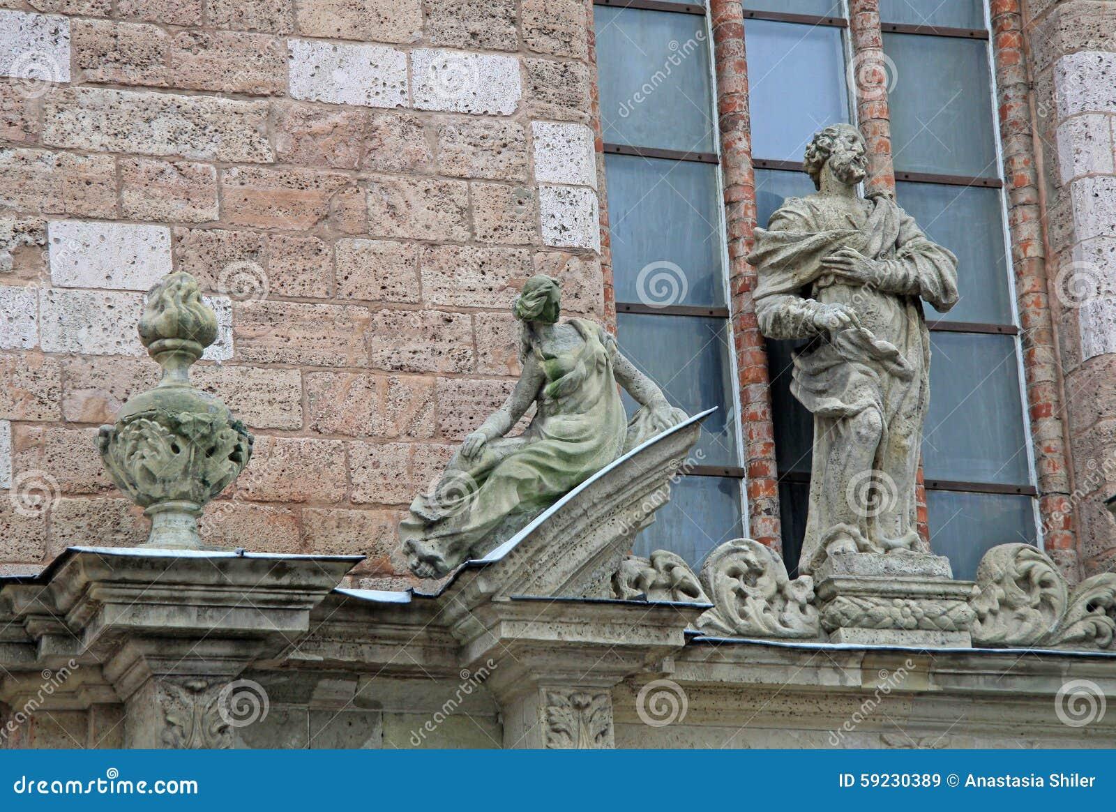 Los detalles de la iglesia de San Pedro en Riga, Letonia