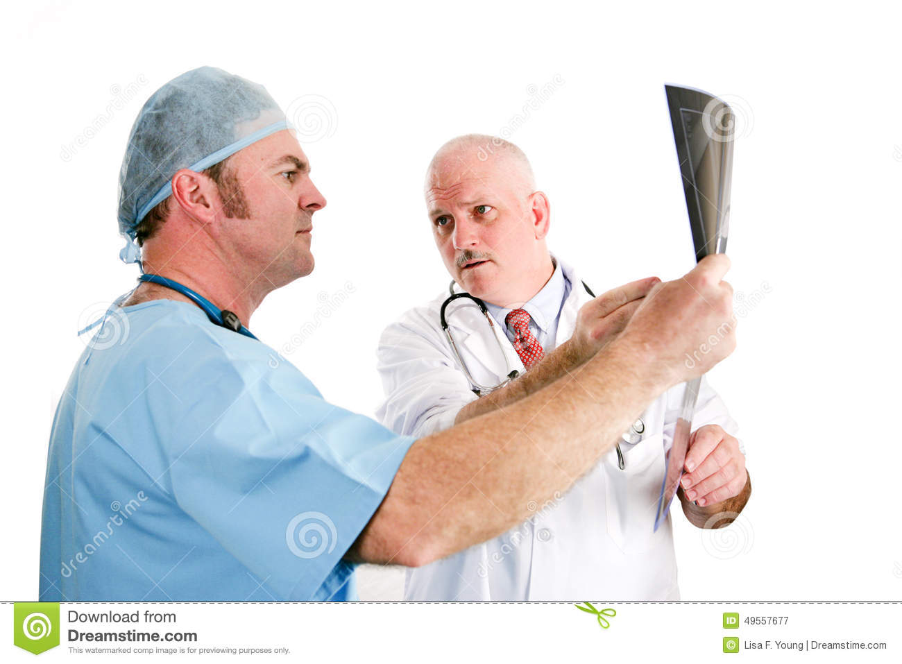 Los doctores Discussing X-rays