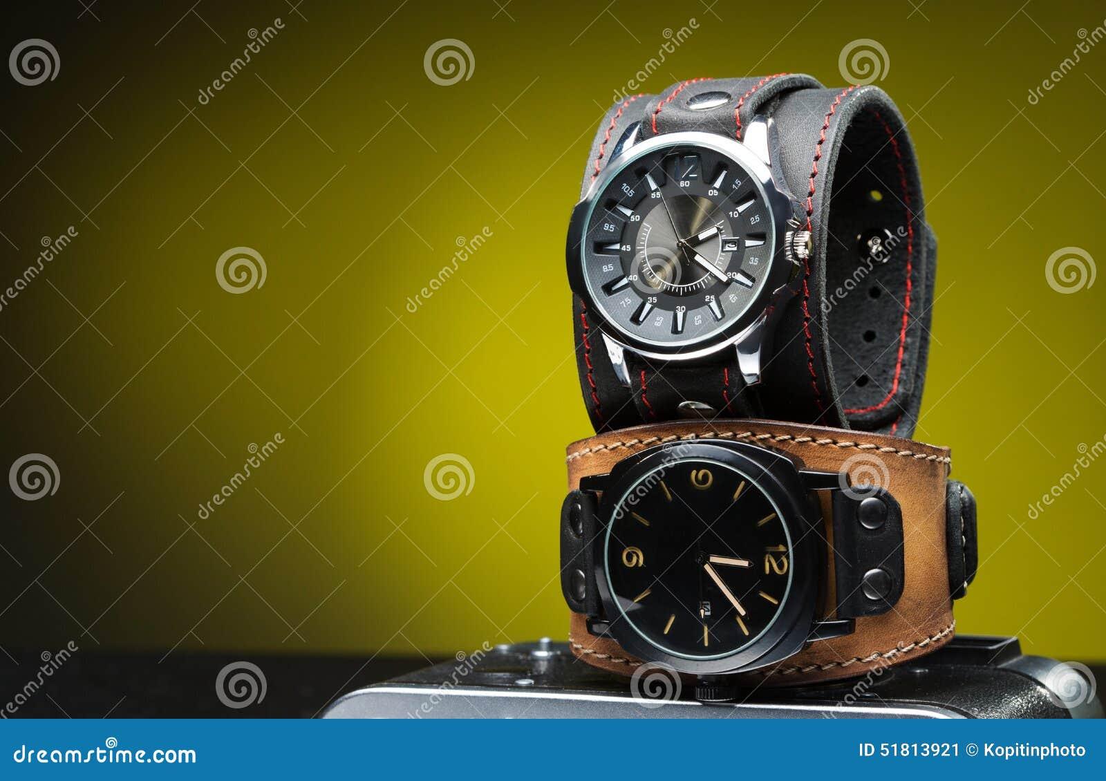 original mejor calificado mejor servicio boutique de salida Los Dos Relojes De Los Hombres Con La Pulsera De Cuero Ancha ...