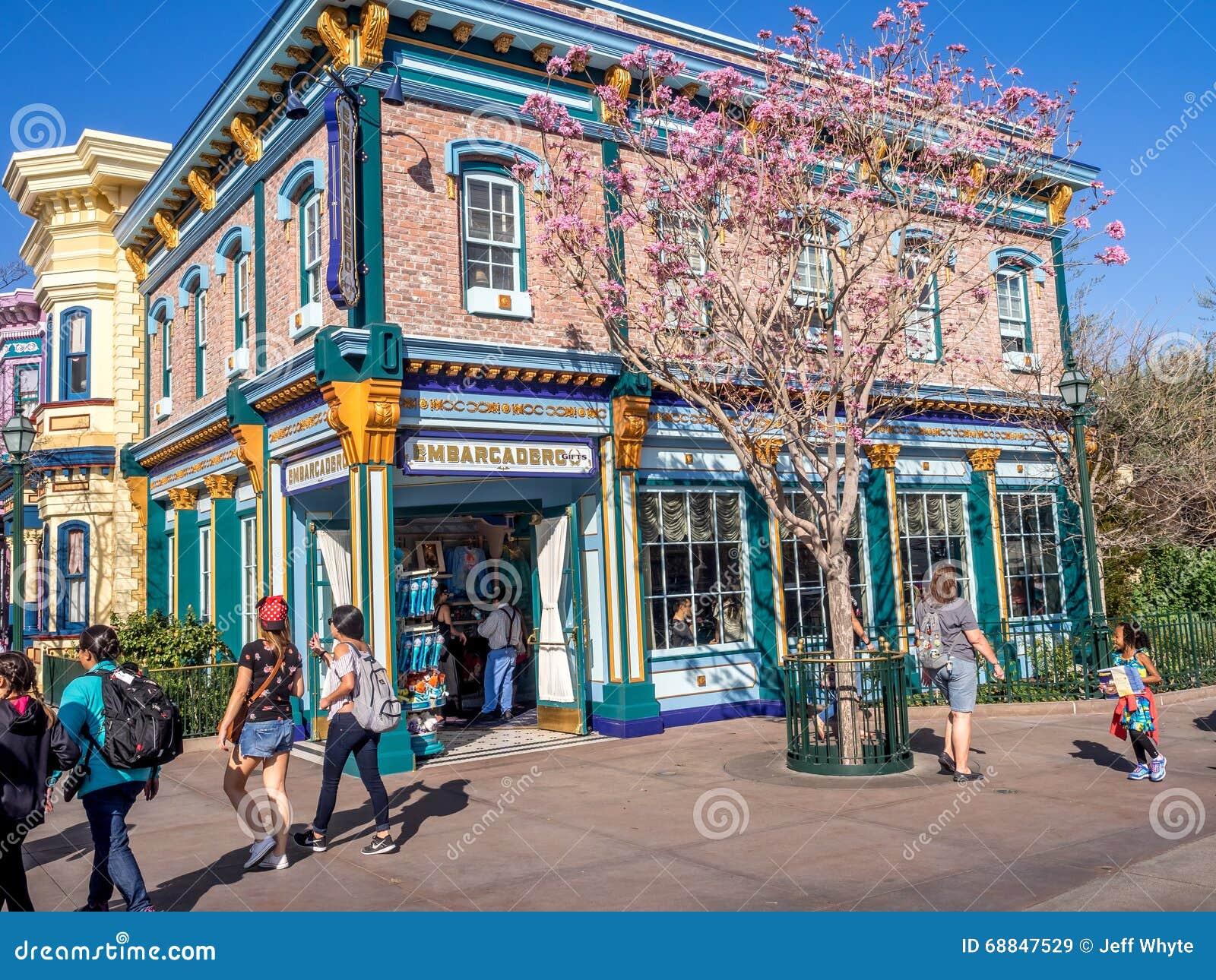 los edificios temáticos coloridos de san francisco en la aventura de