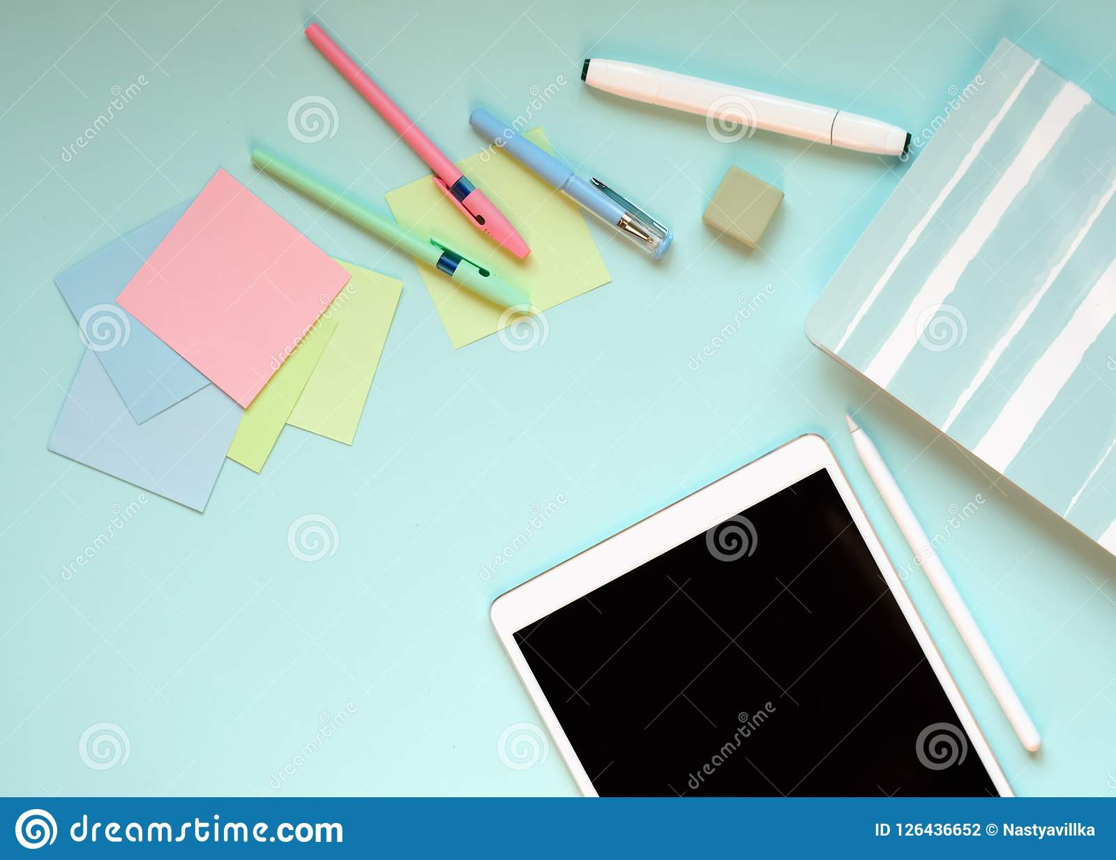 Los efectos de escritorio en un fondo azul