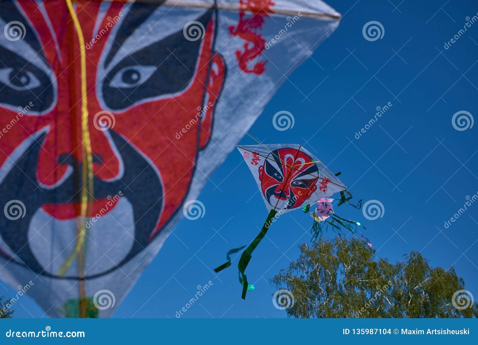 Los estilos chinos de la ópera de Pekín de la tradición de la cometa del maquillaje en Bielorrusia