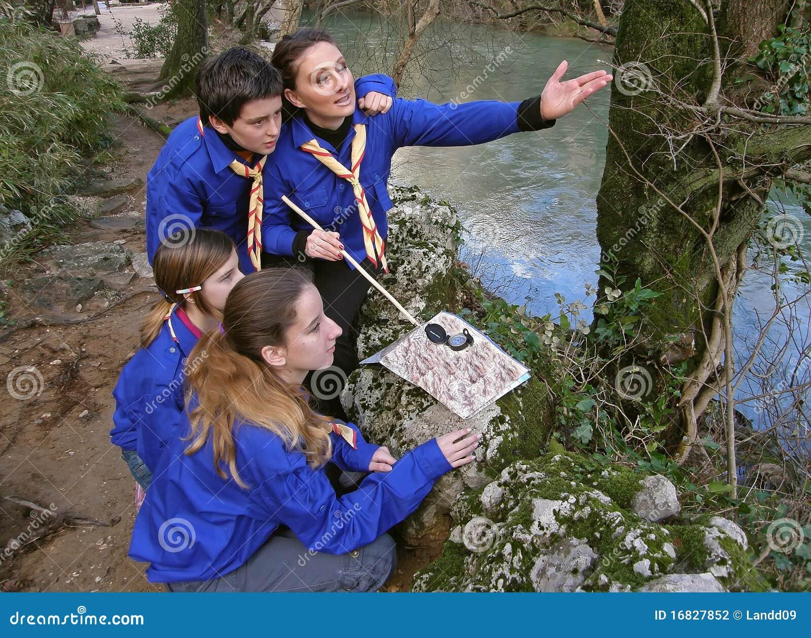 Los exploradores aprenden la orientación 3