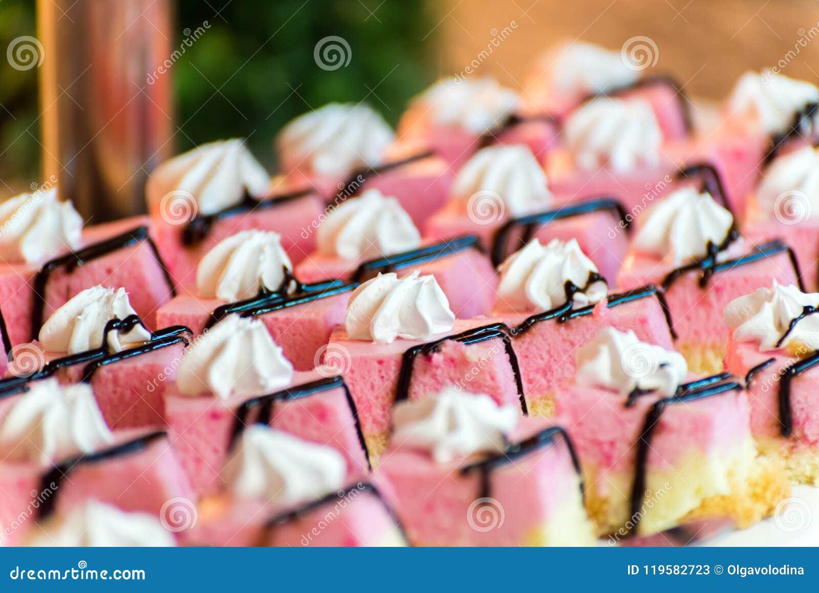 Los Frucht backt auf einem Buffet zusammen