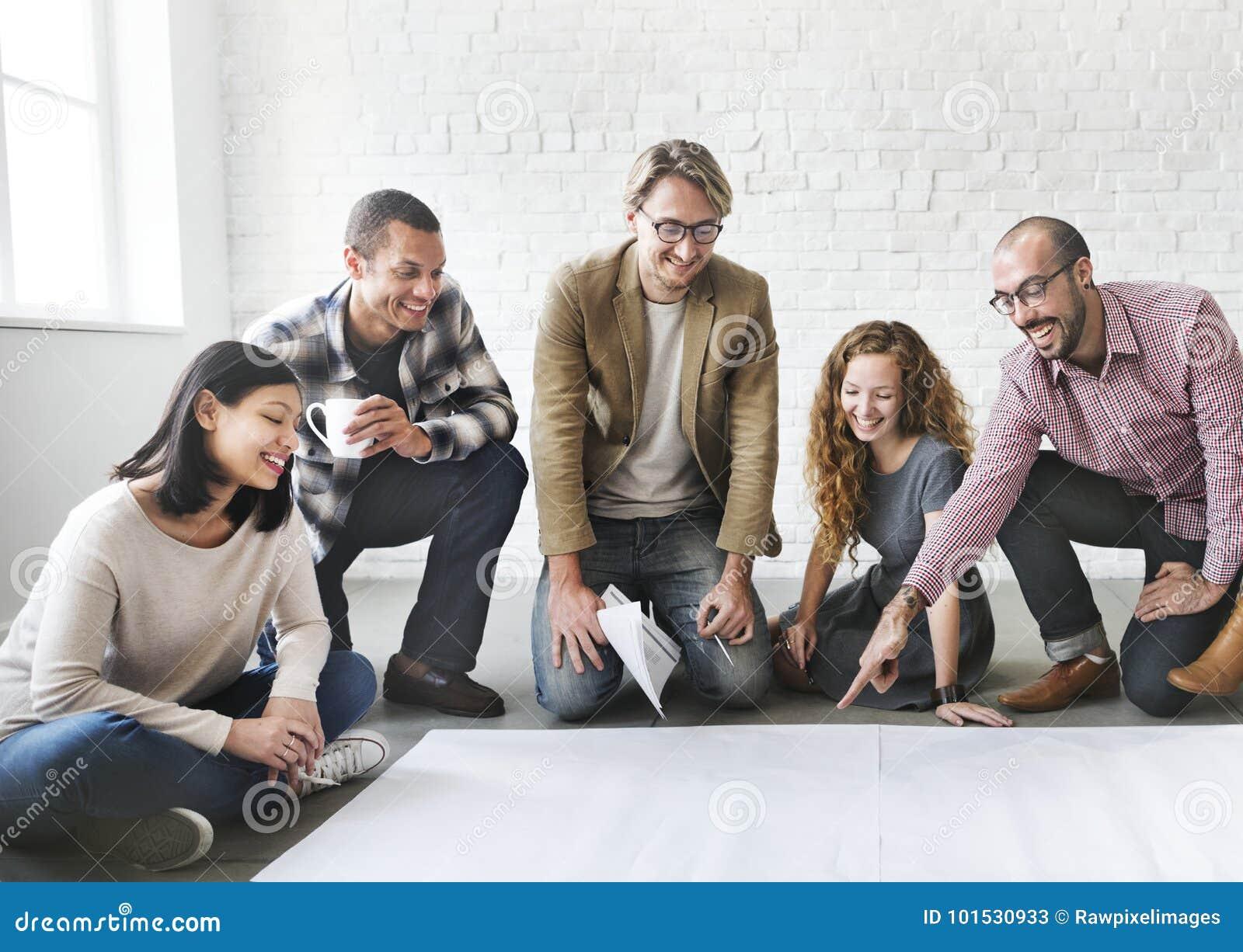 Los hombres de negocios están teniendo una discusión
