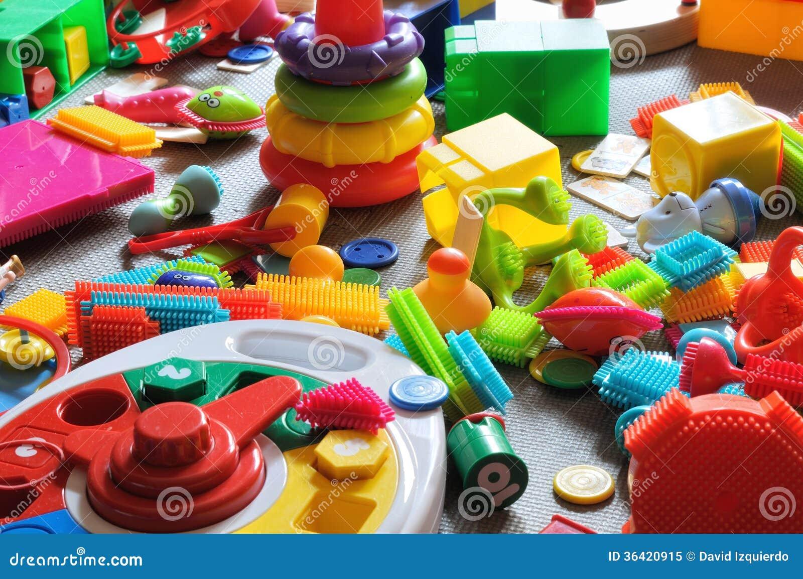 Los juguetes de los niños del área