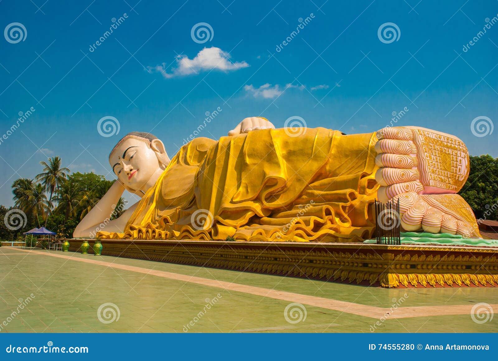 Los lenguados de los pies Mya Tha Lyaung Reclining Buddha Bago Myanma birmania