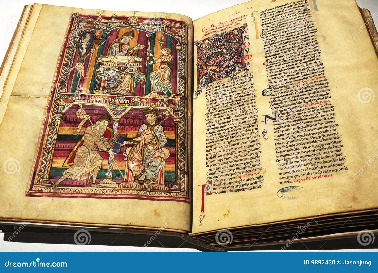 Los libros antiguos con el cuadro foto de archivo imagen - Libros antiguos valor ...