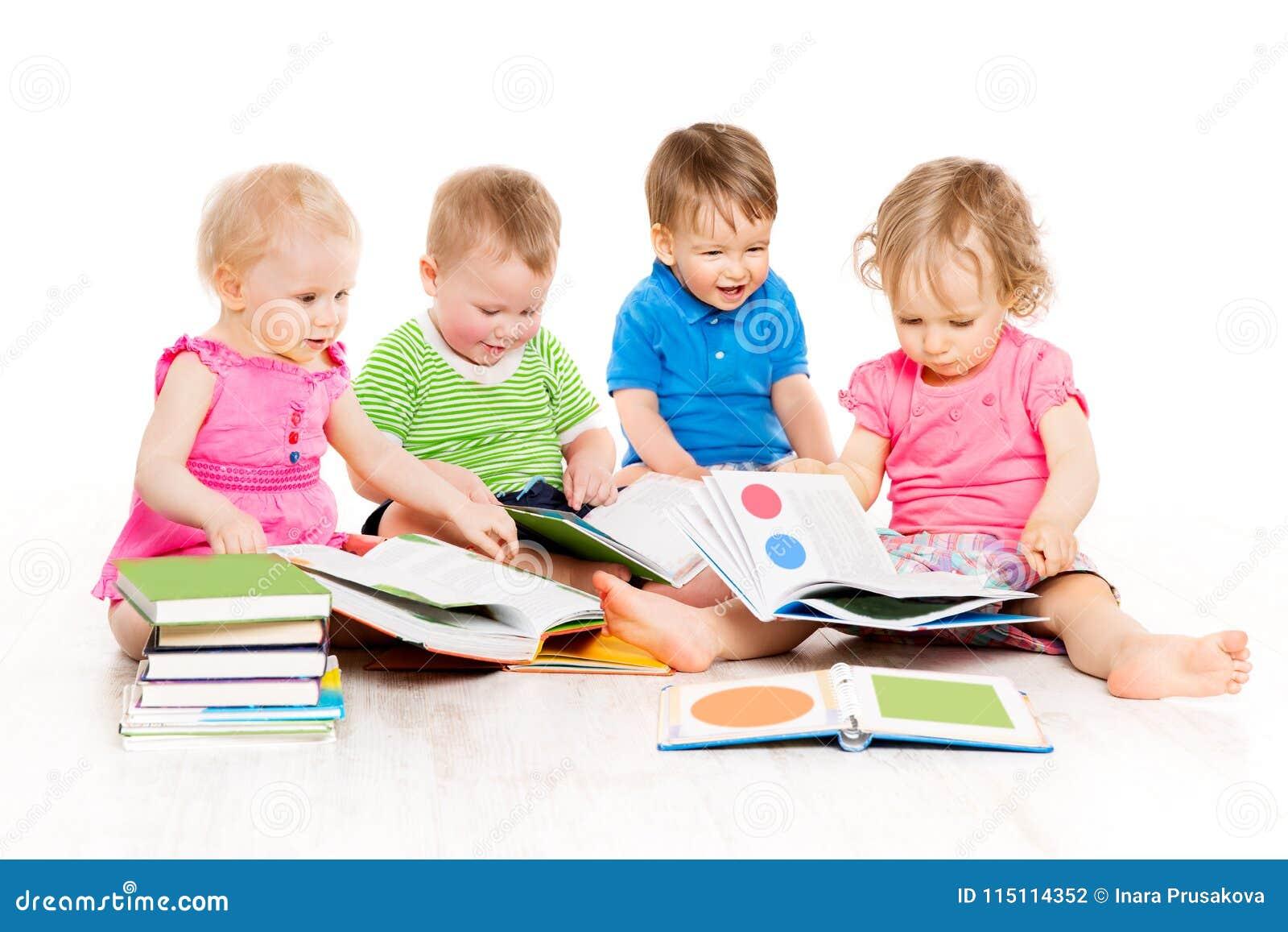 Los libros de lectura de los niños, educación temprana de los bebés, embroman al grupo, blanco