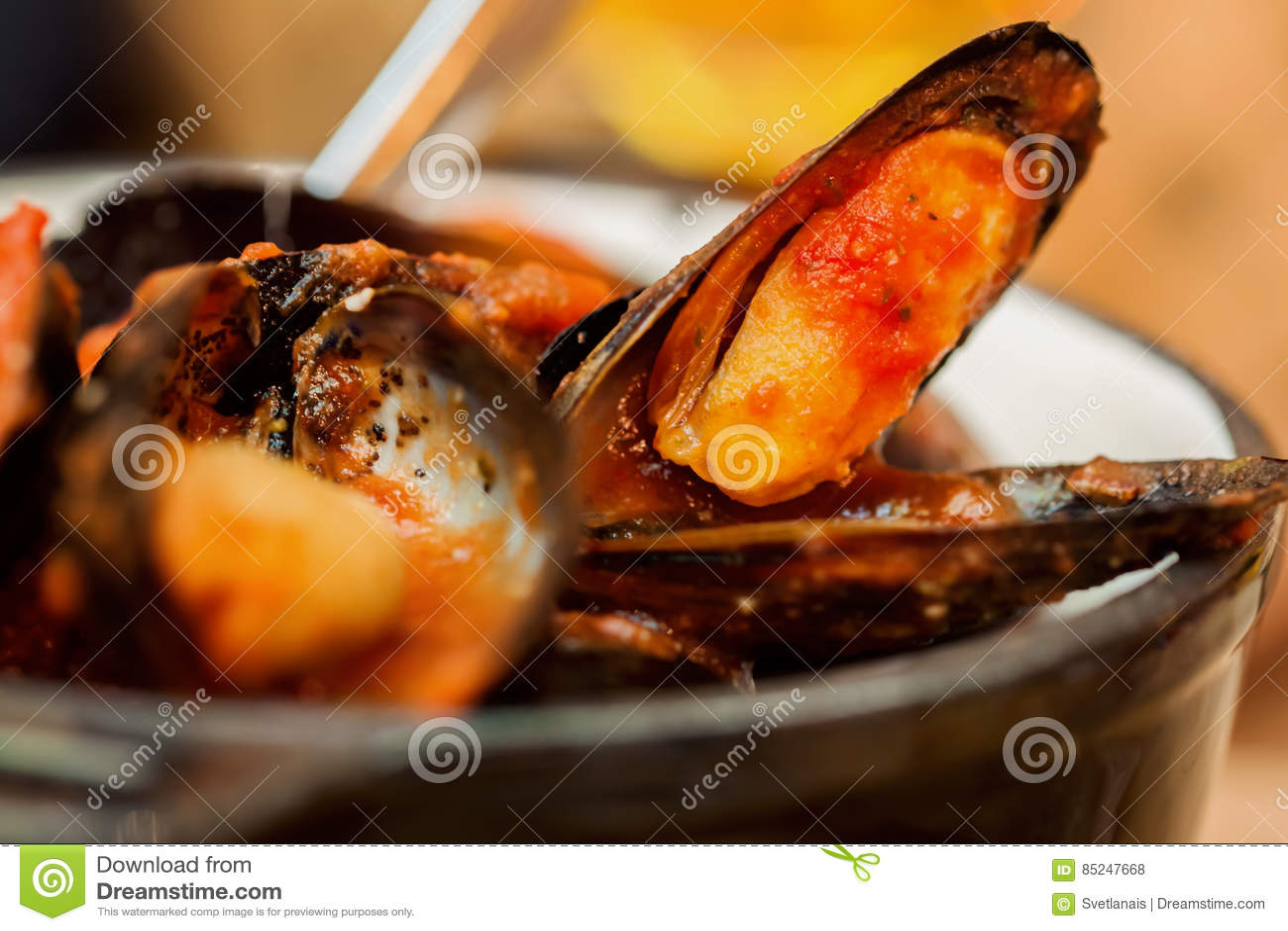 the best attitude 462b2 d1ea0 Los mejillones cocidos al vapor frescos de los mariscos en tomate e hierbas  sauce