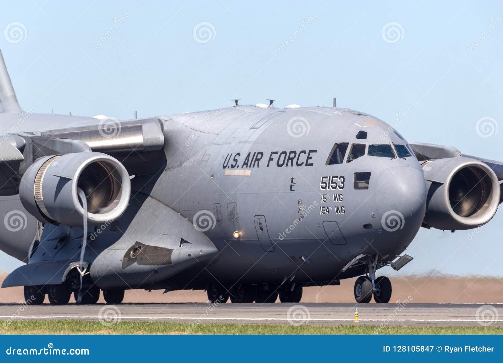 Los Militares Del U S A F Boeing C 17a Globemaster Iii De La Fuerza Aérea De Estados Unidos Transportan Los Aviones 05 5153 De L Fotografía Editorial Imagen De Febrero Pesado 128105847