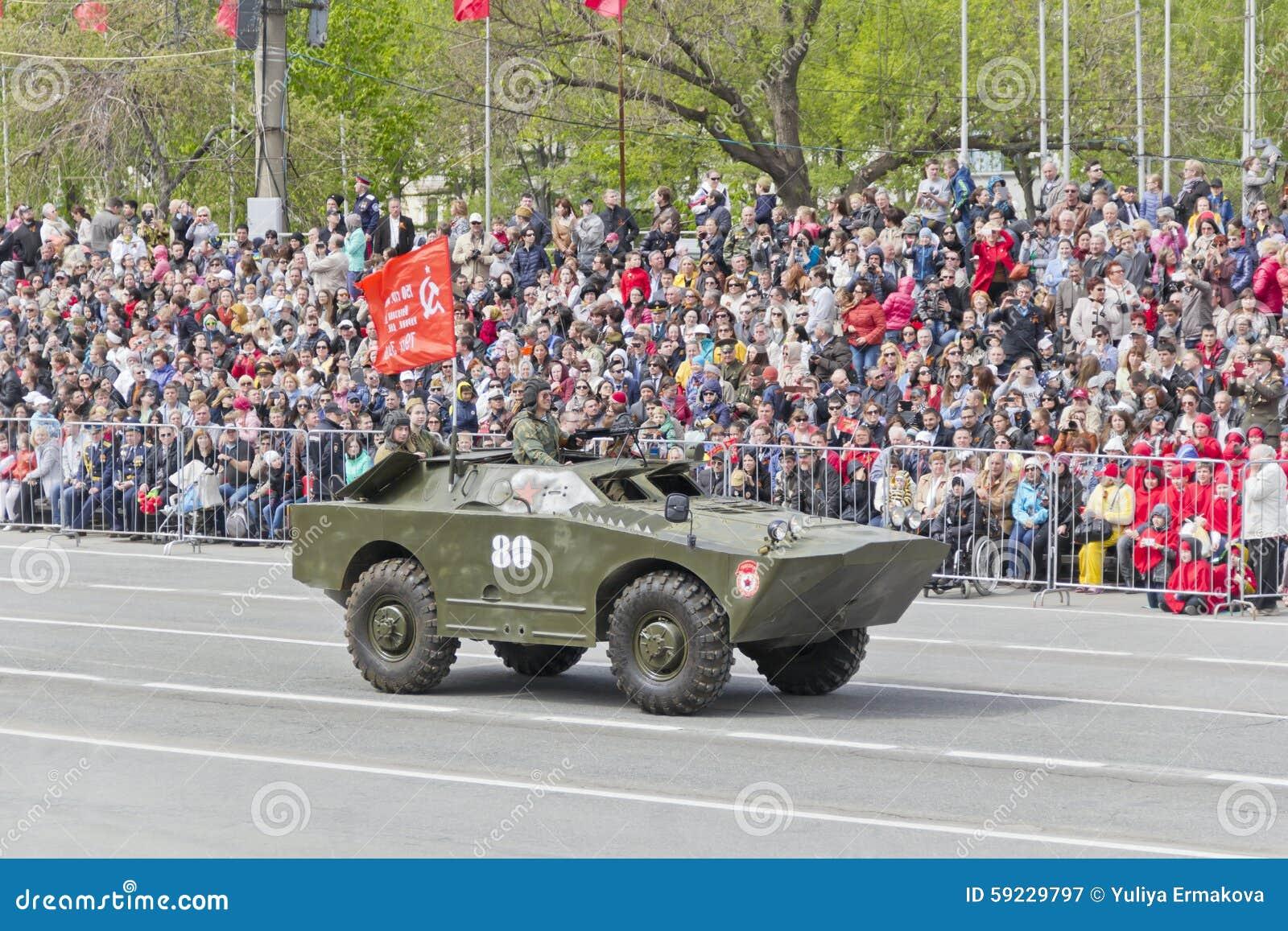 Los militares rusos transportan en el desfile en Victory Day anual