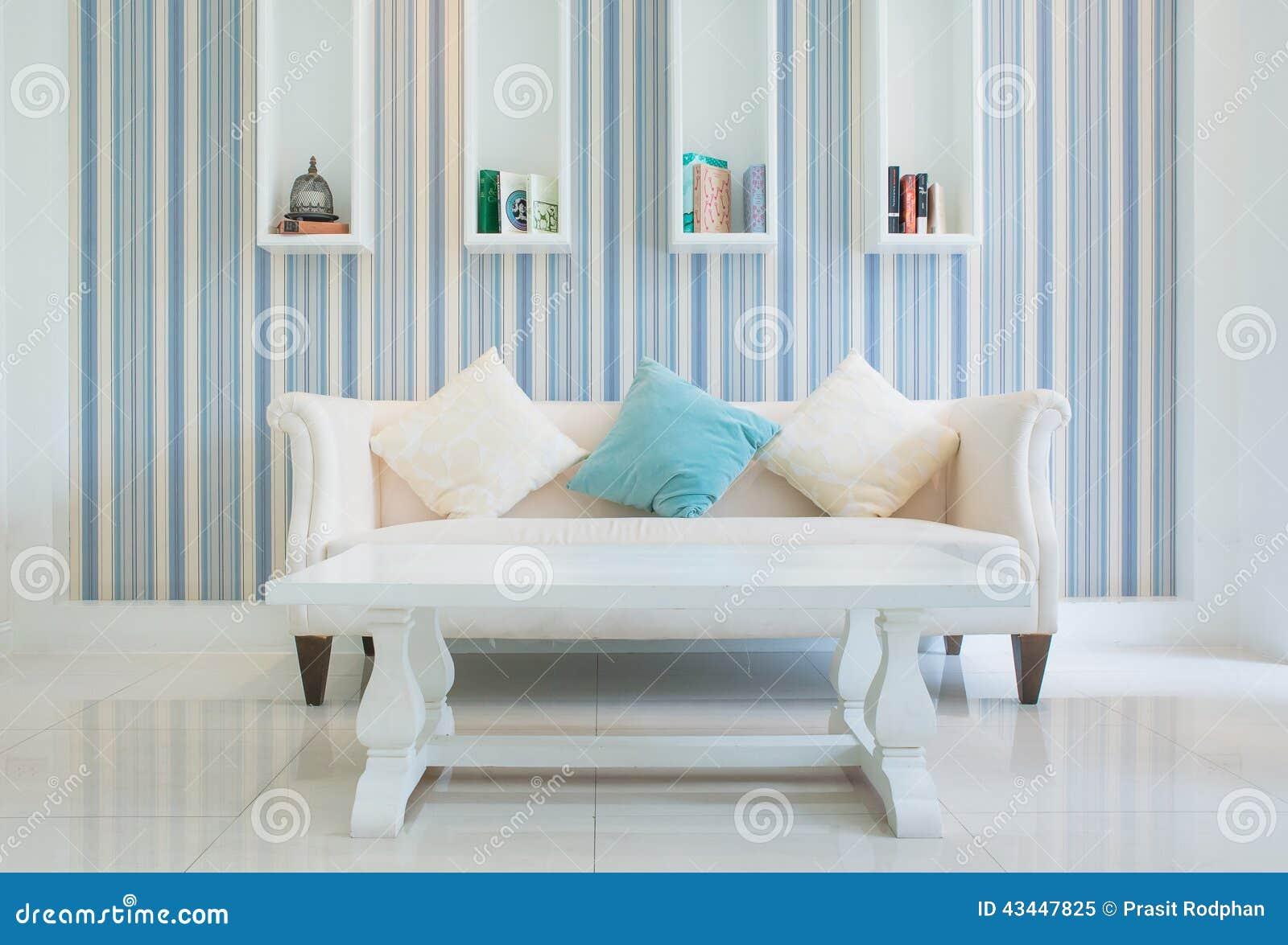 Los muebles cl sicos del estilo del vintage fijaron en una for Muebles de salon estilo vintage