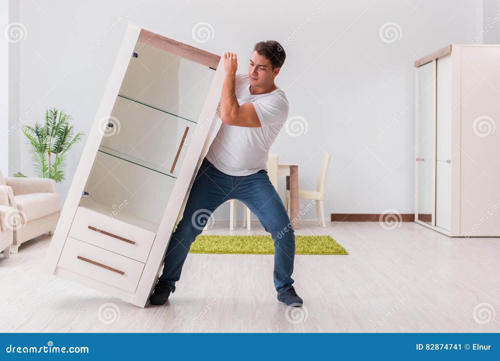 Los Muebles M Viles Del Hombre En Casa Imagen De Archivo Imagen  # Muebles Moviles