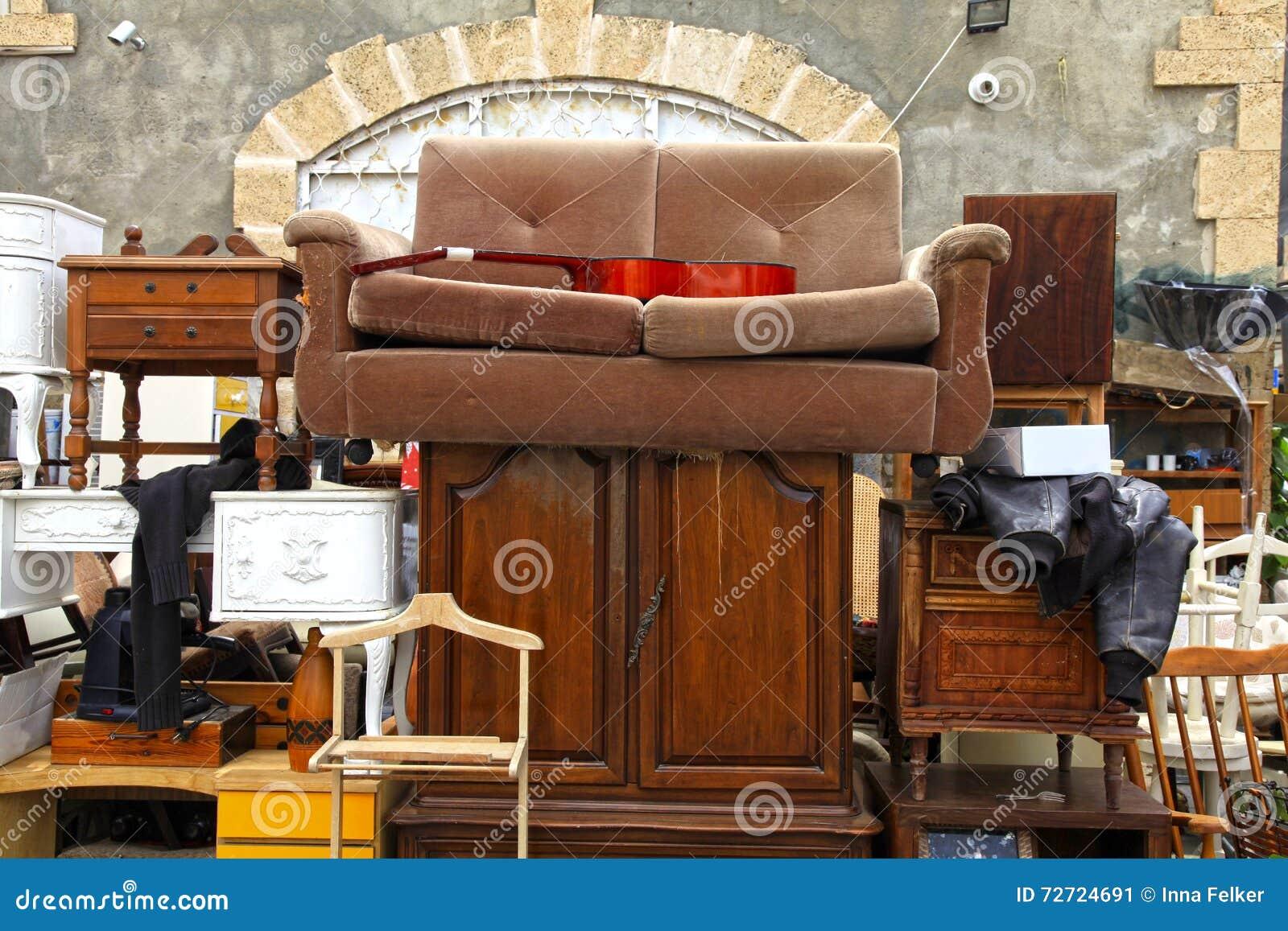 Los Muebles Viejos Y El Otro Personal En El Mercado De Pulgas De  # Muebles Viejos Gratis
