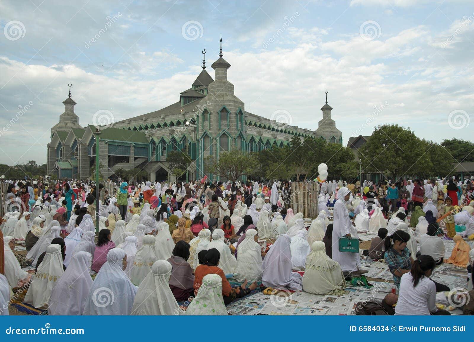 Los musulmanes ruegan